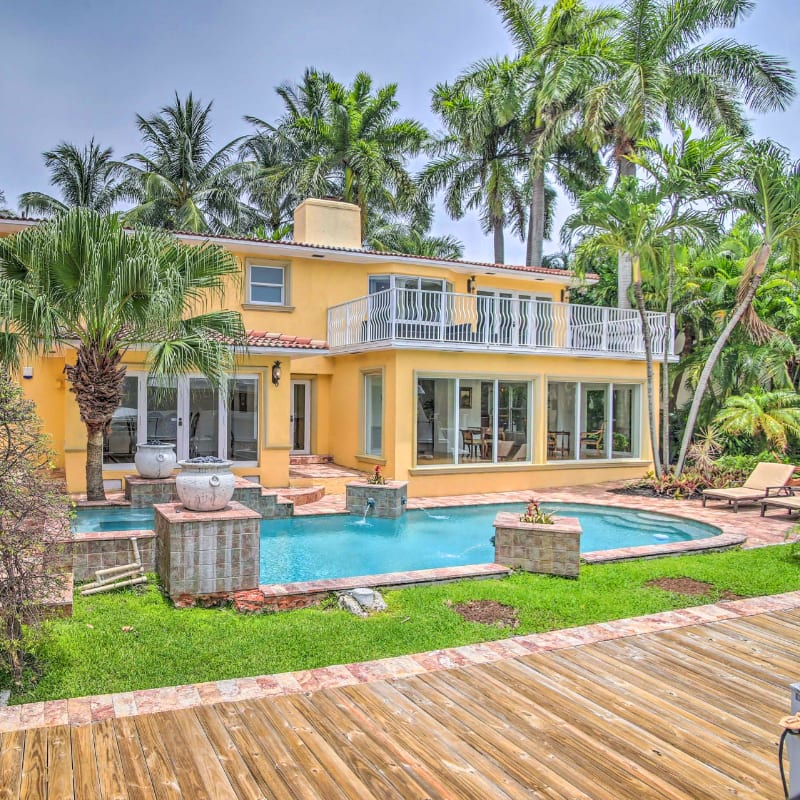 Fort Lauderdale vacation rental with large pool and palm trees