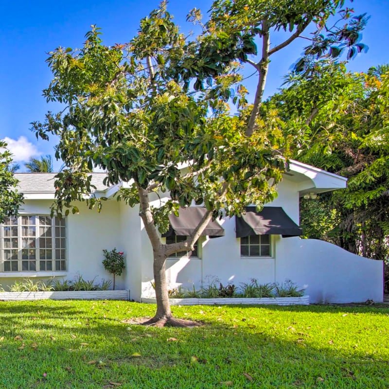 Pet friendly vacation rental home with a big yard in Fort Lauderdale, Florida