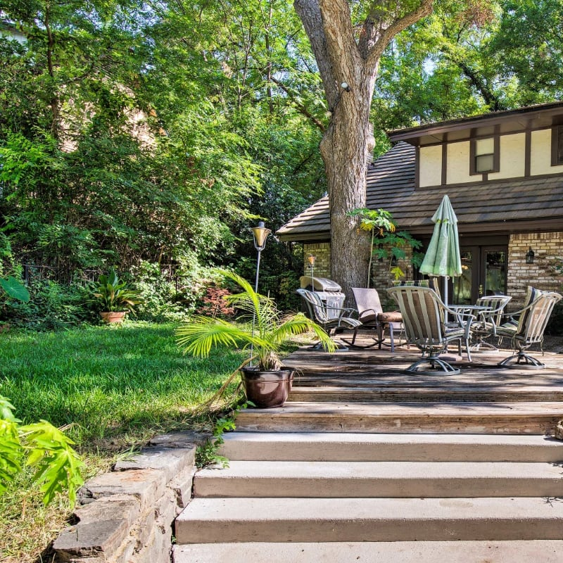 Outdoor patio furniture and plants near Fort Worth, Texas