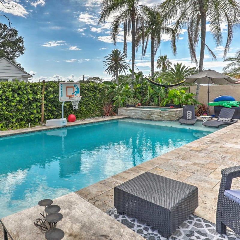 Jacksonville, Florida vacation rental pool with basketball hoop