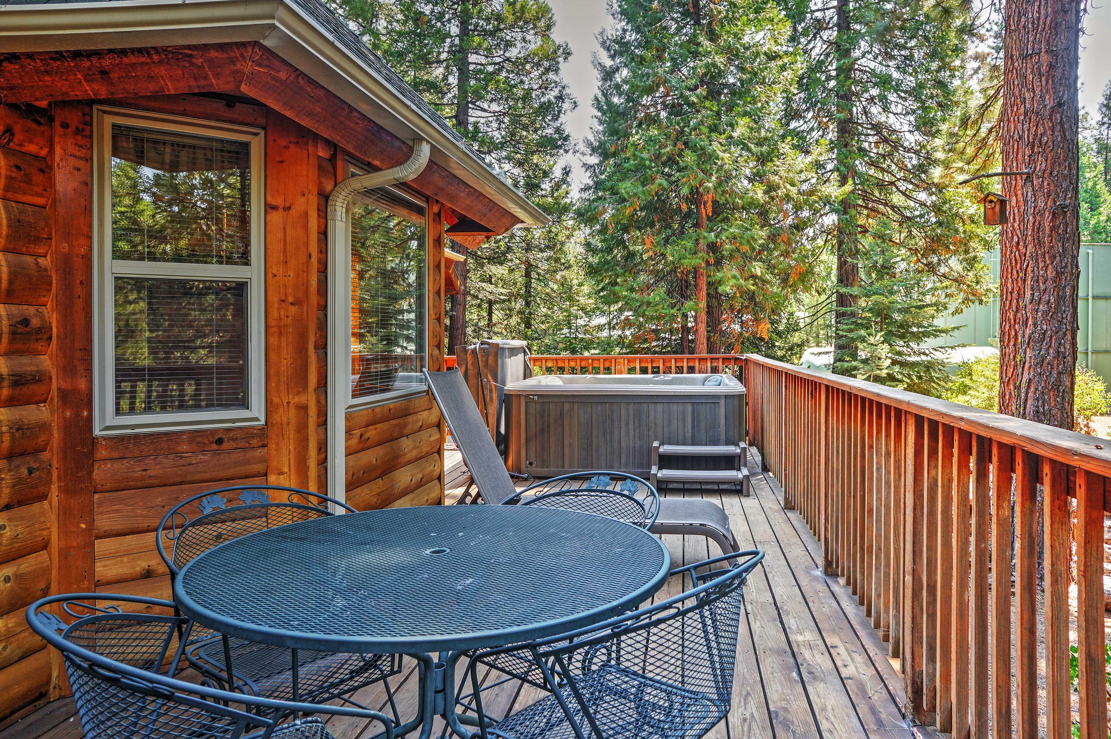 Shaver Lake Vacation Rental | 2-Story Cabin | 3BR | 3BA | 2,100 Sq Ft