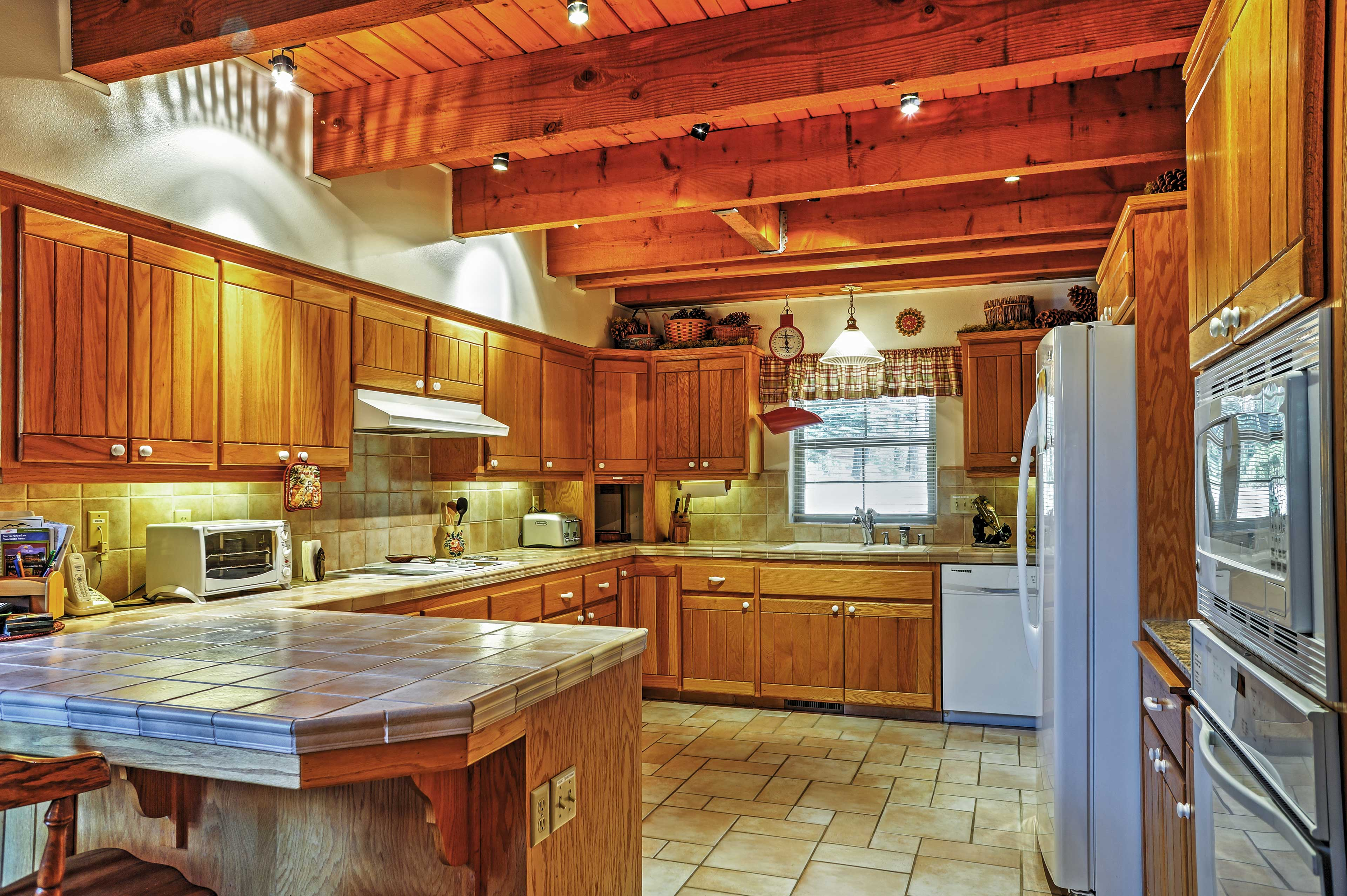 Fully Equipped Kitchen | Toaster Oven | Full Knife Set