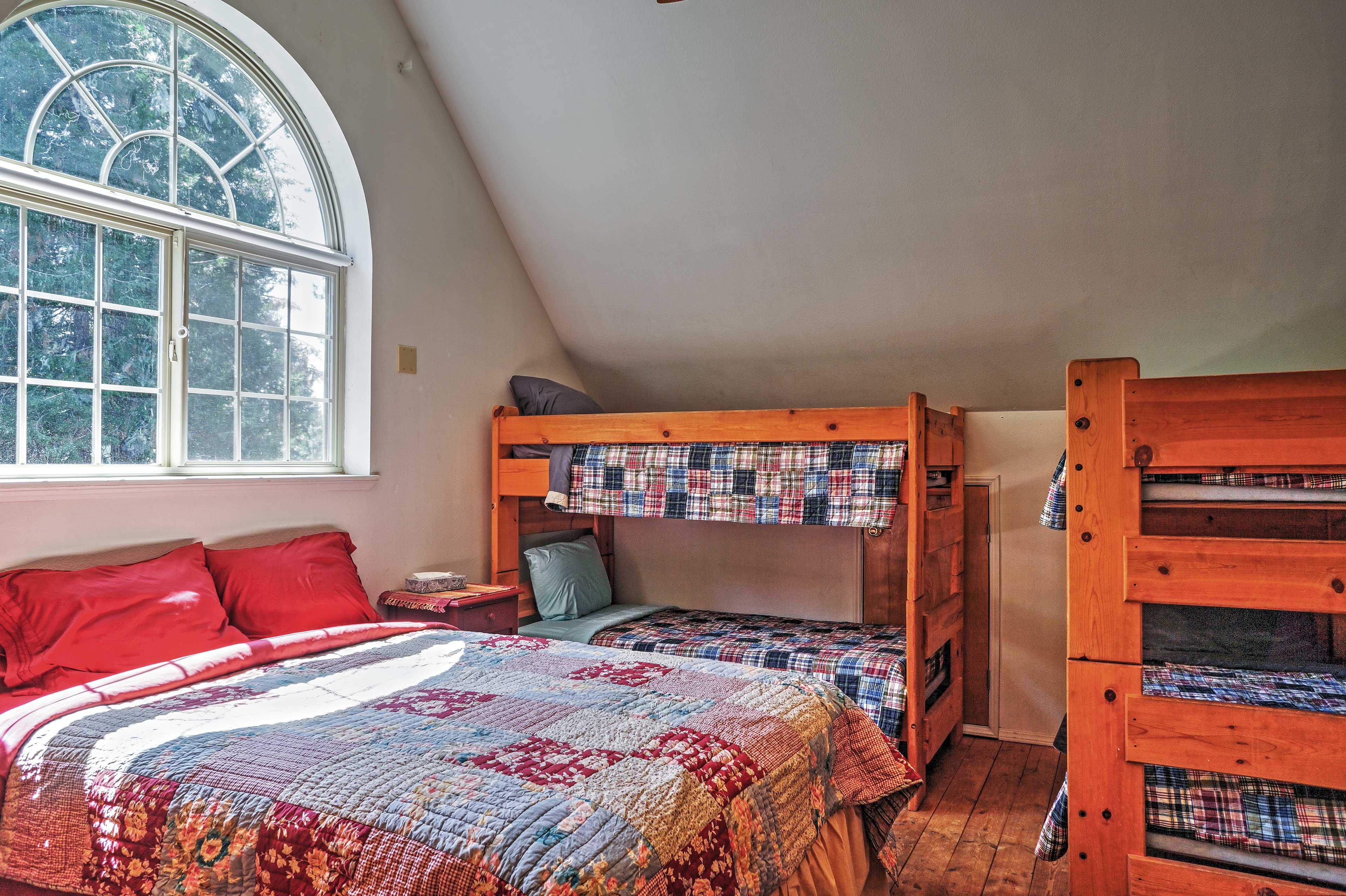 Bedroom 3 | 2nd Floor | Queen Bed | 2 Twin Bunk Beds