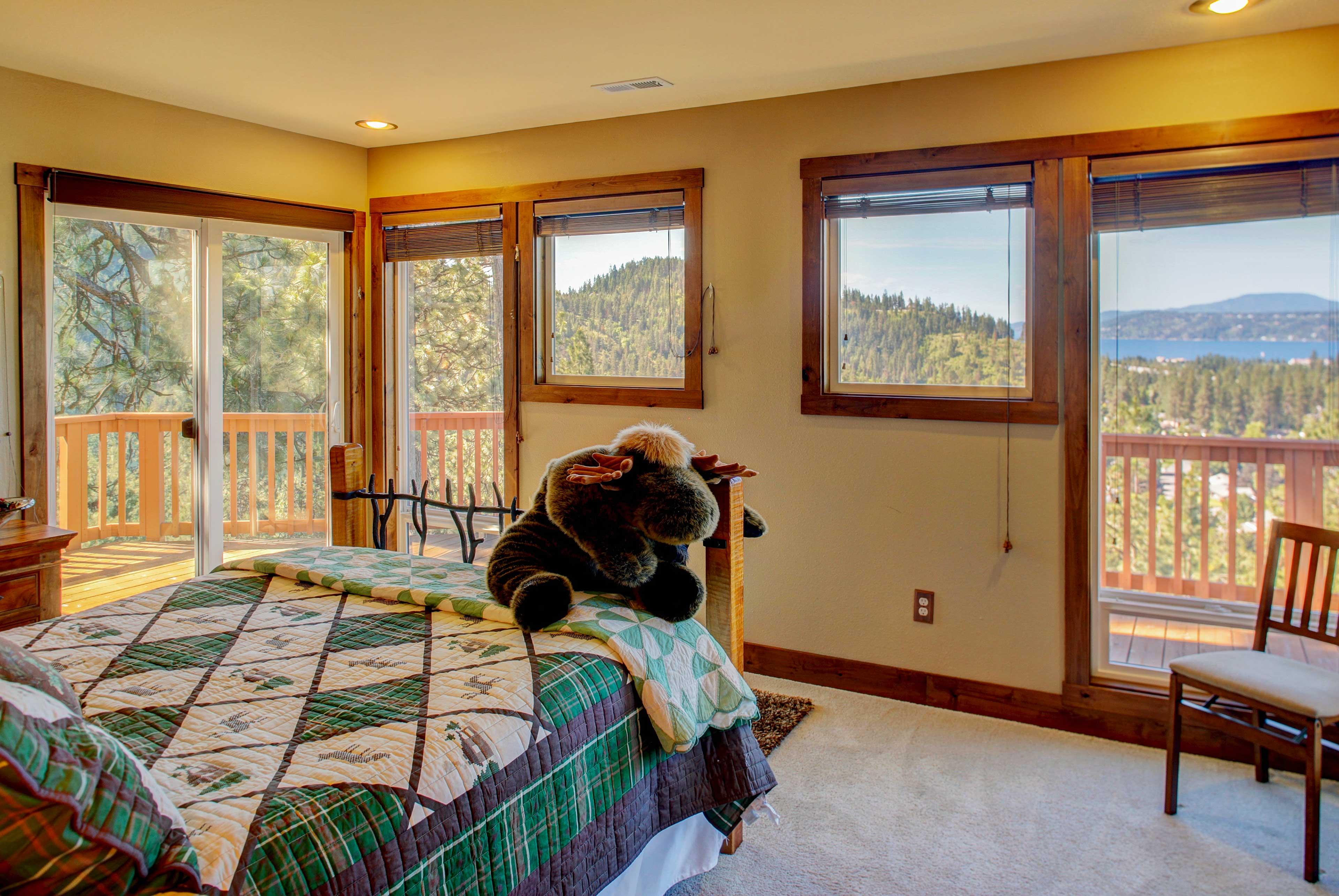 Master Bedroom 2 | Queen Bed | Access to Deck
