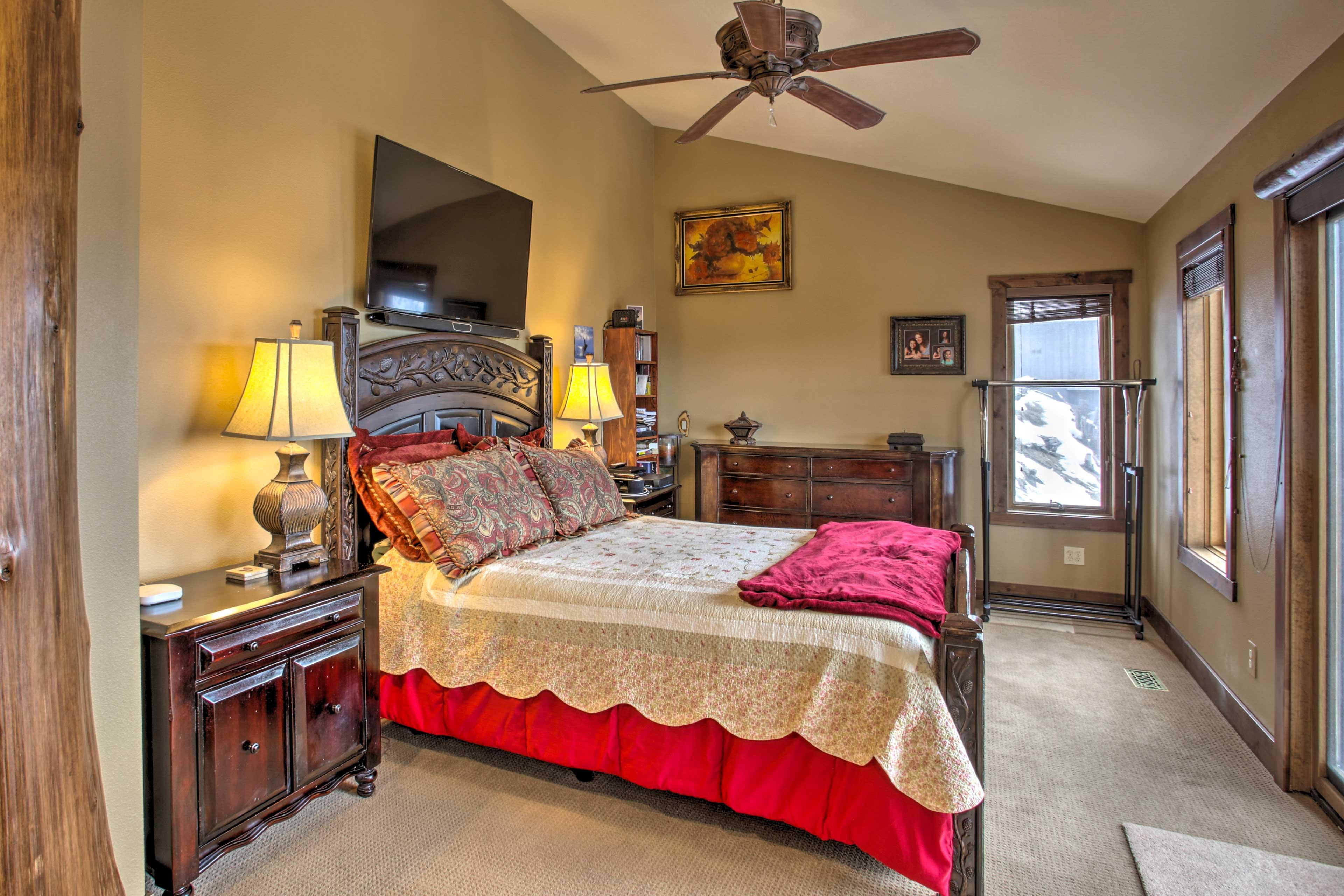Master Bedroom 1 | Queen Bed