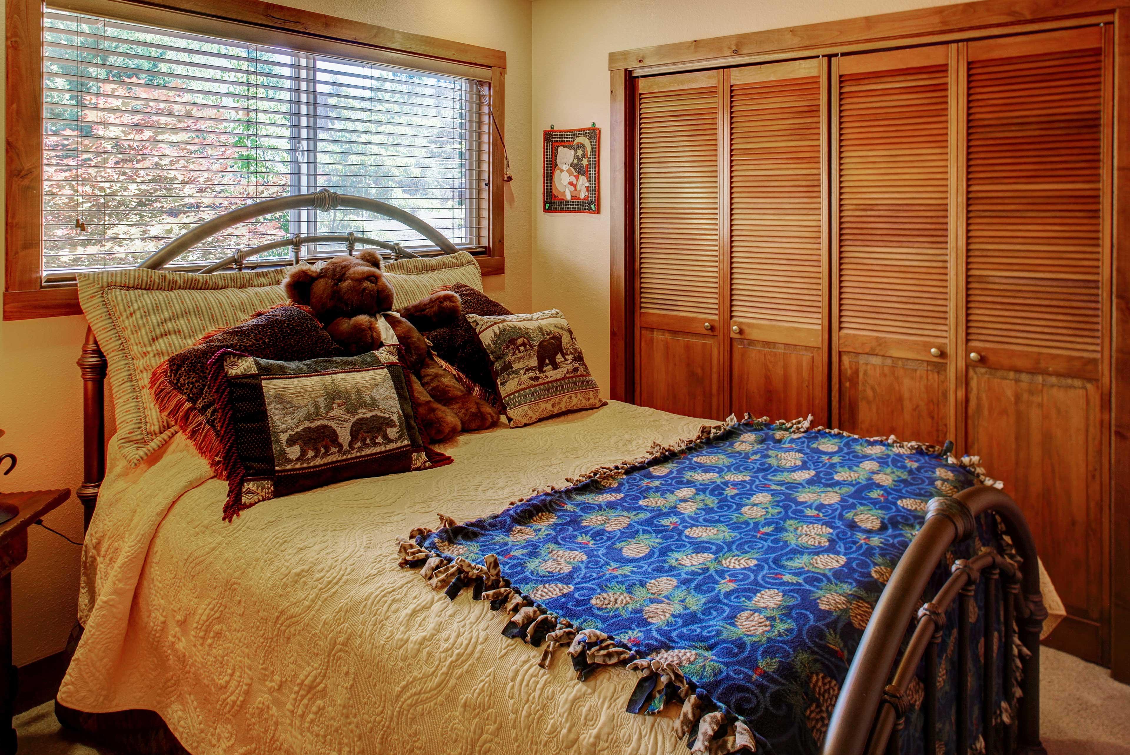 Bedroom 4 | Queen Bed | Additional Sleeping | Queen & Twin Air Mattresses