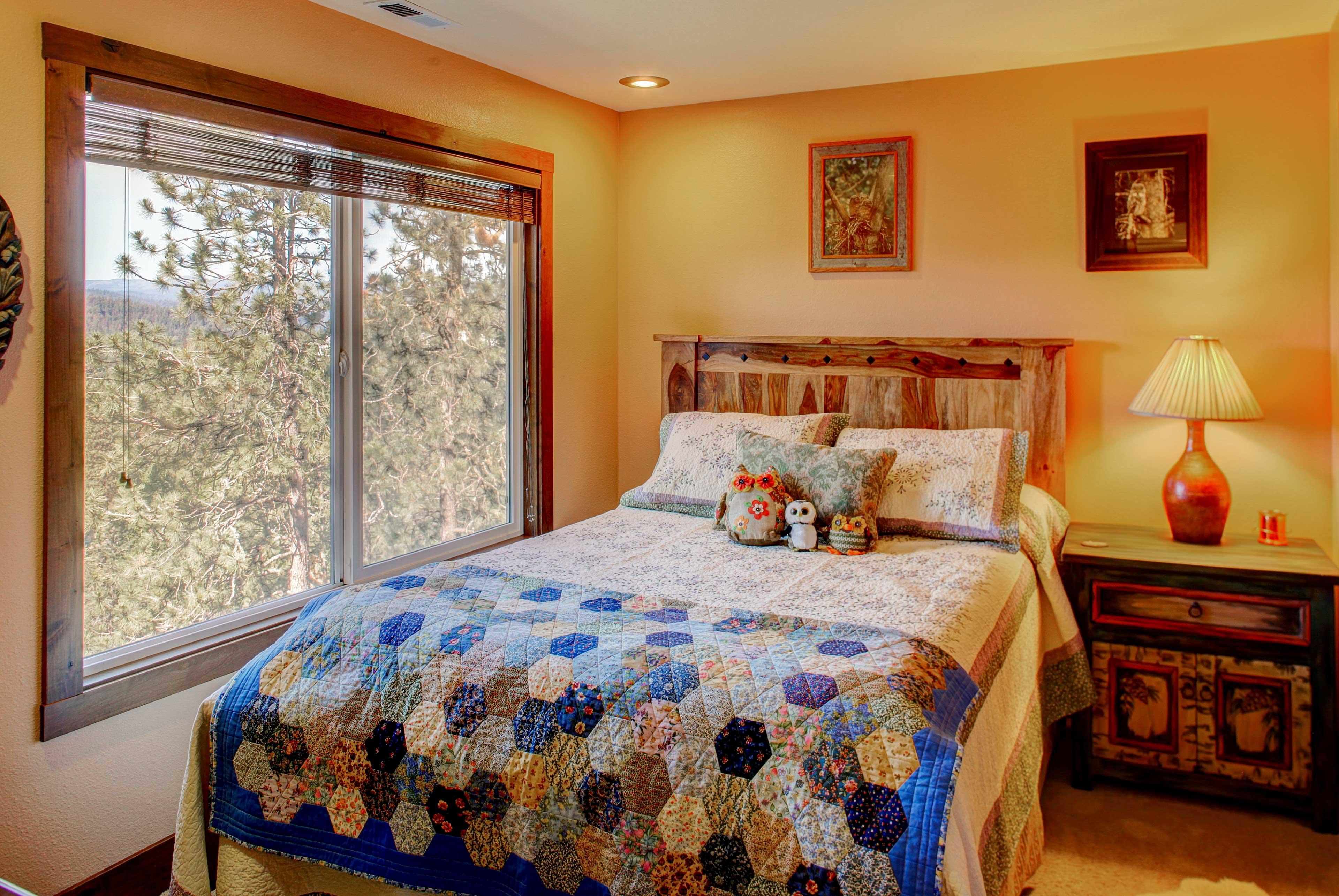 Bedroom 5 | Queen Bed