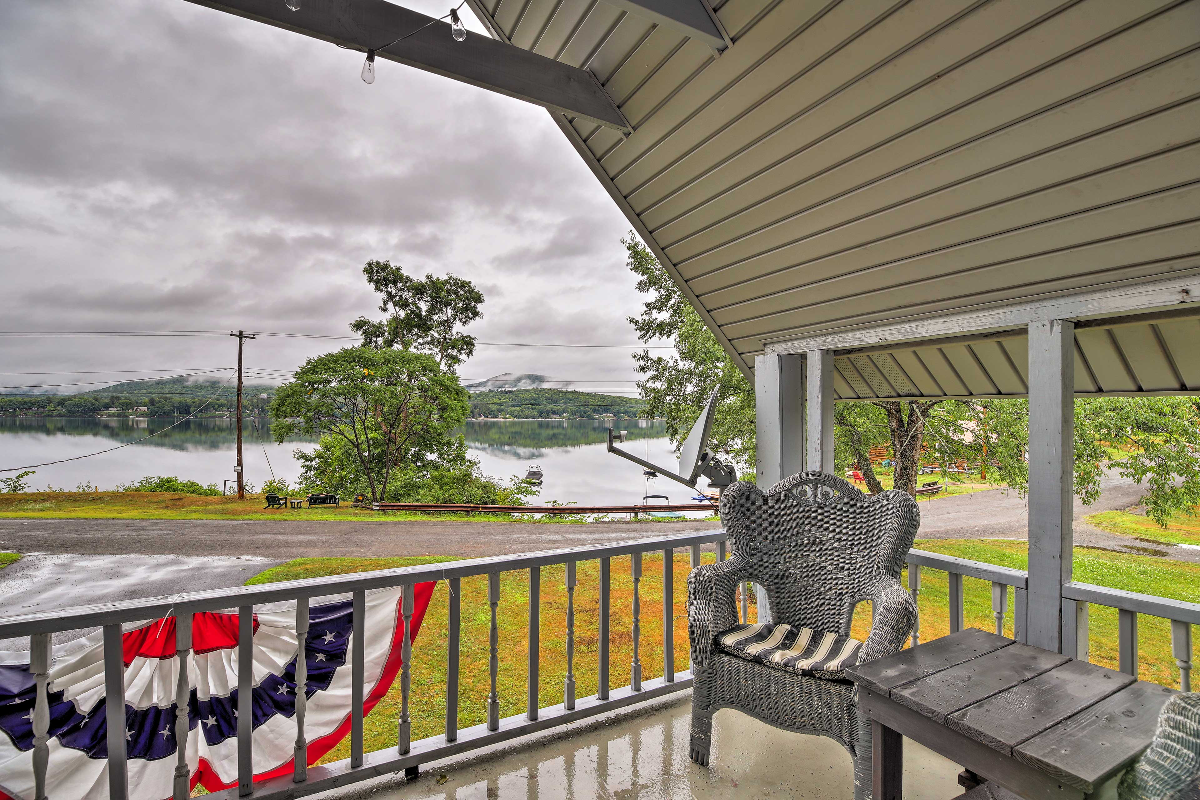 This vacation rental home for 8 offers 3 bedrooms and 1 bathroom.