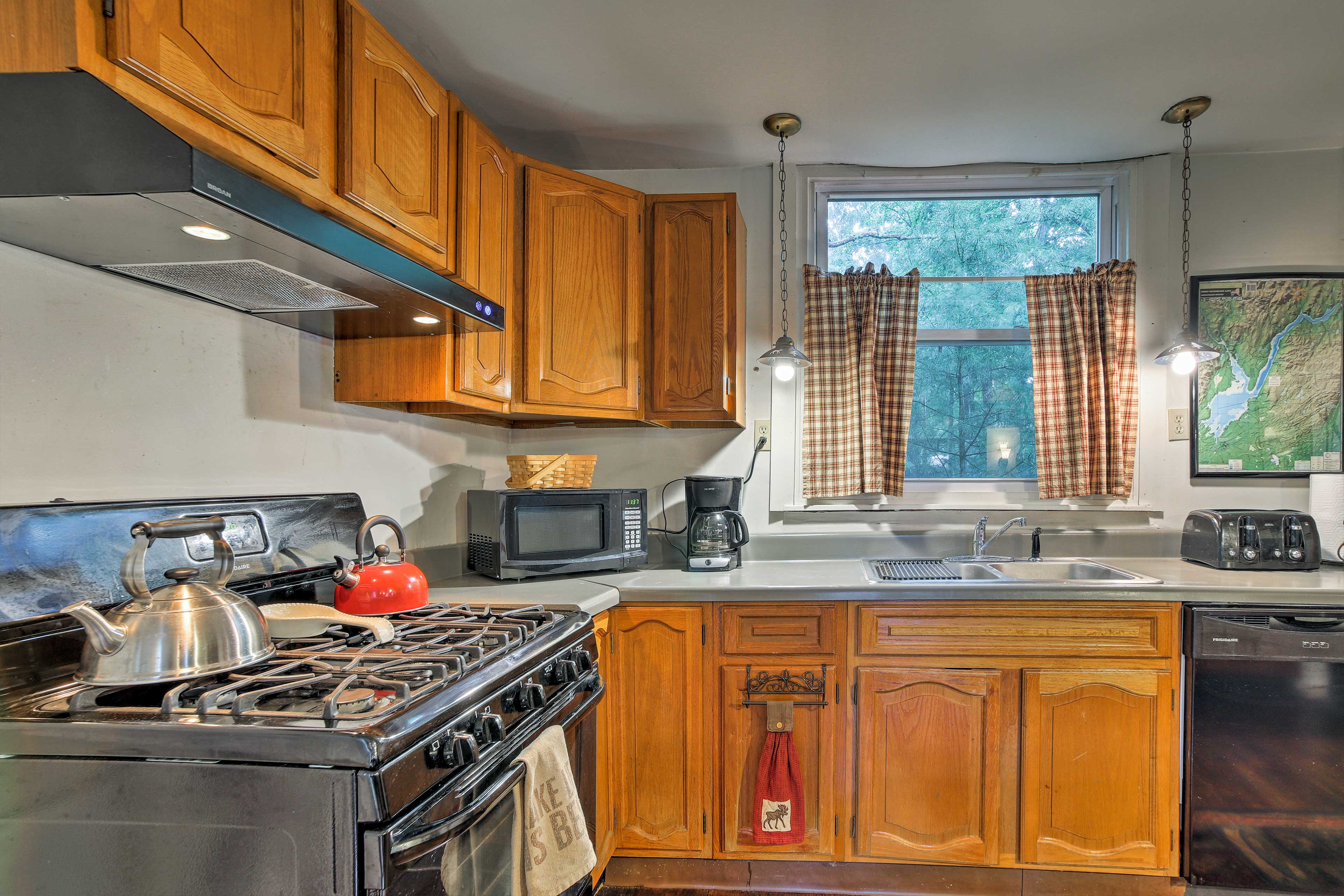 The kitchen was recently updated with all new appliances!
