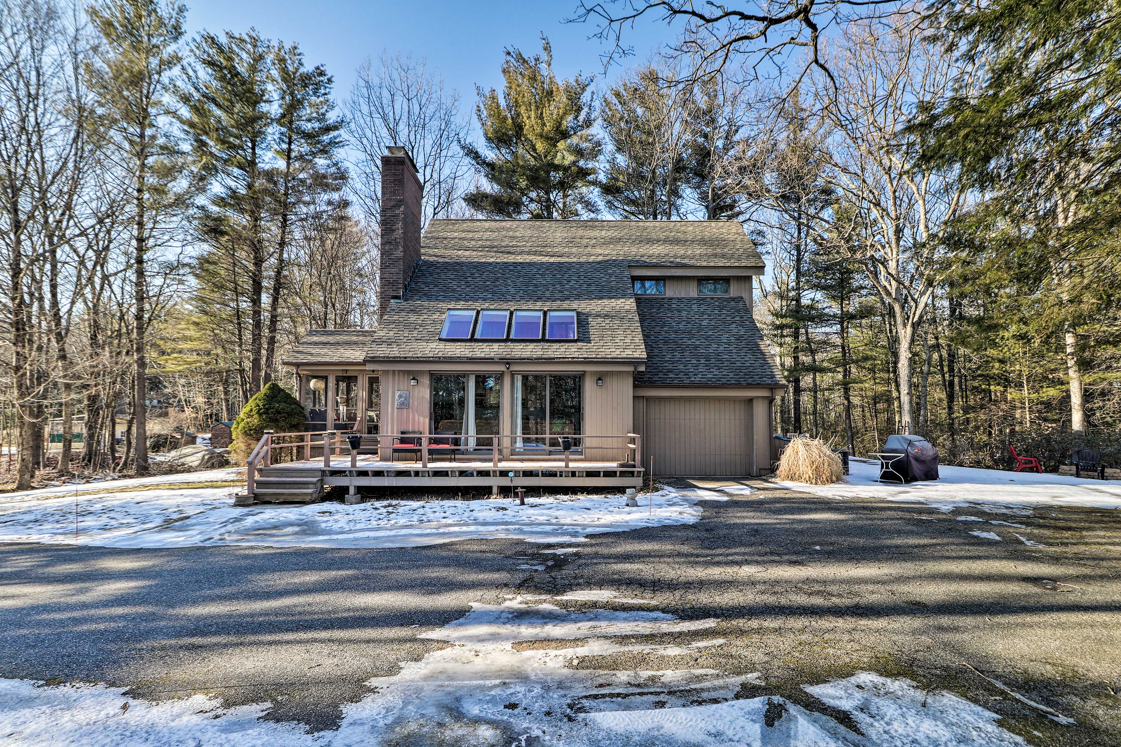 Come see what this Goshen vacation rental house has for you!