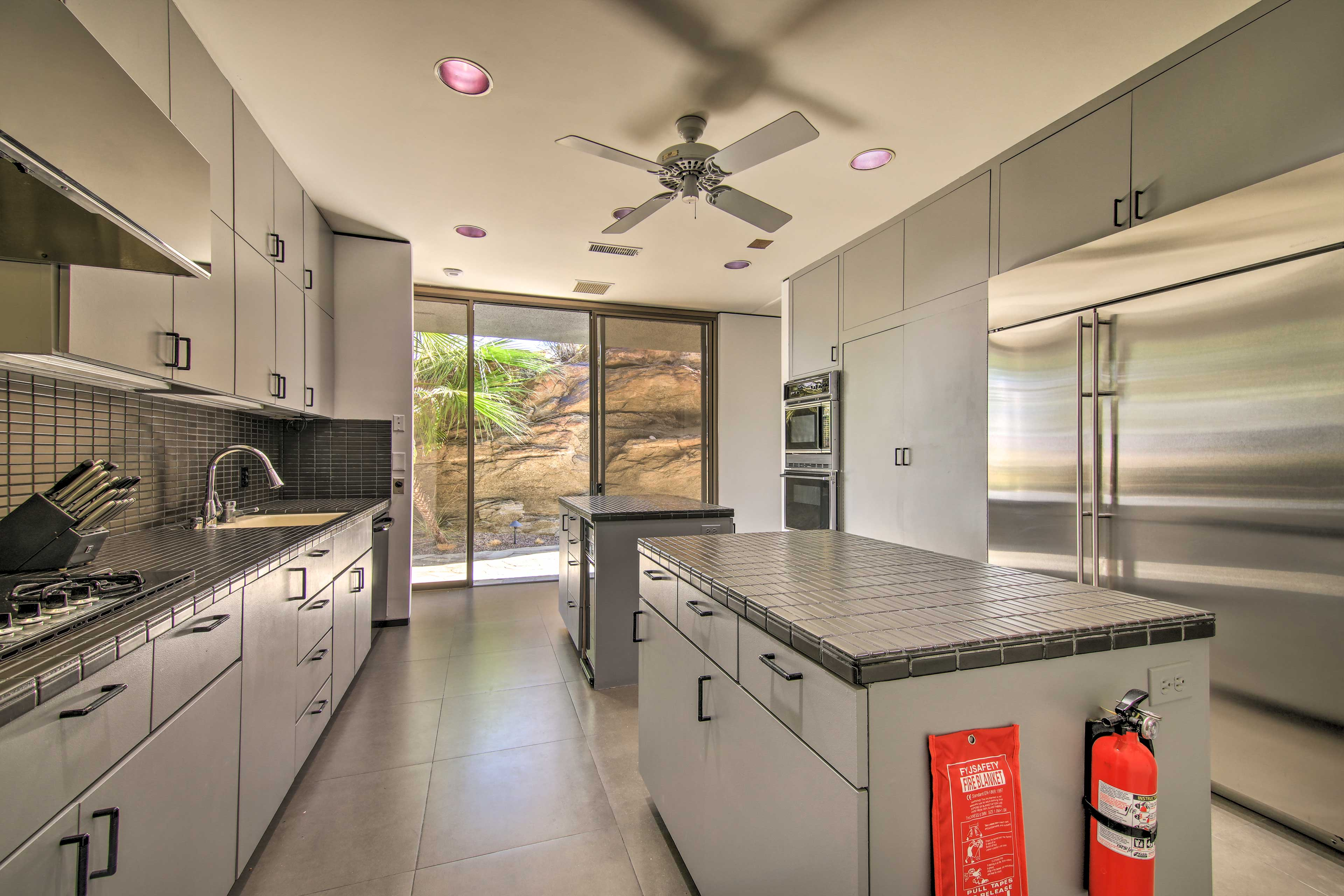 Fully Equipped Kitchen | Full Knife Set | Trash Bags/Paper Towels Provided