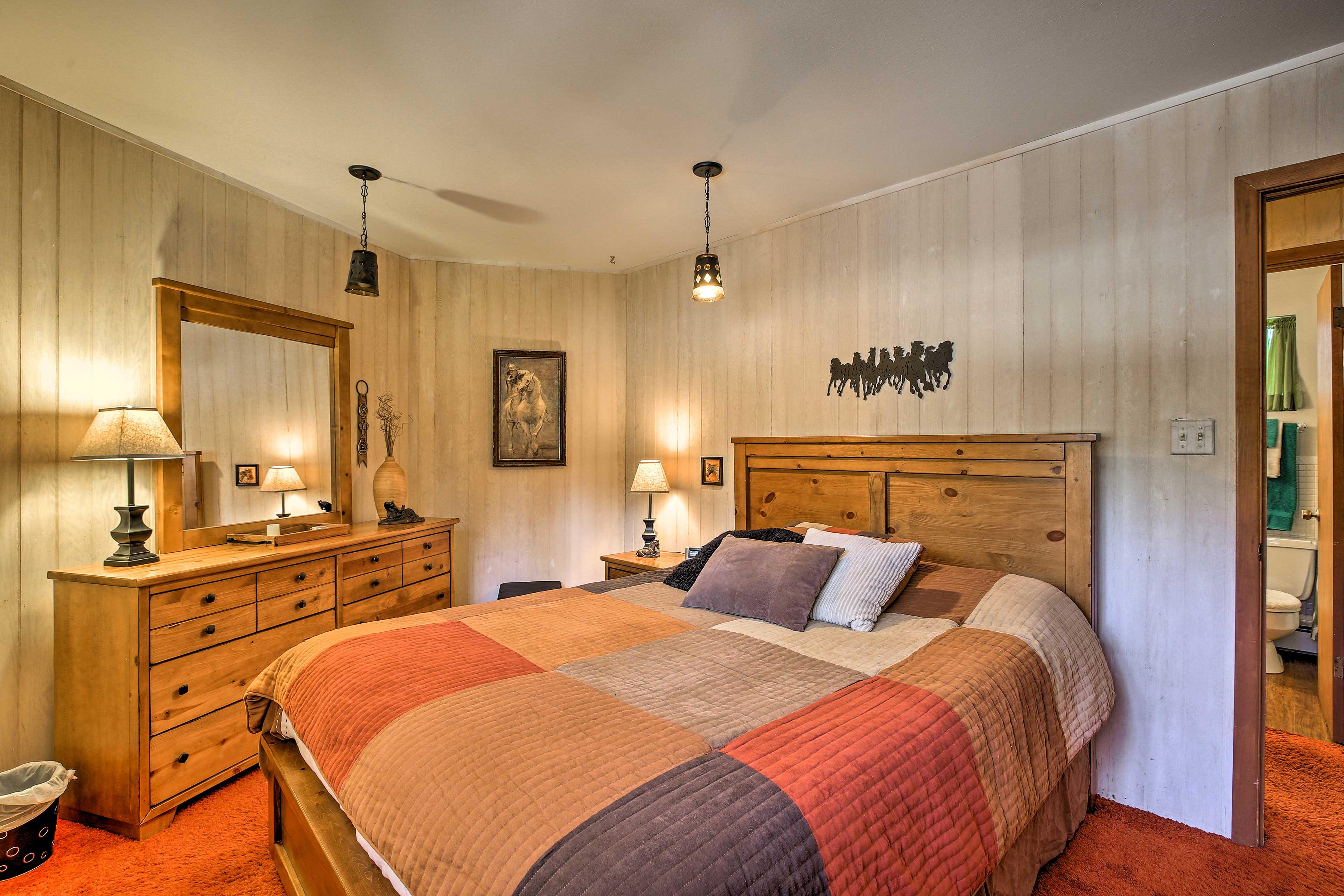 Bedroom 2 | Main Floor | Queen Bed