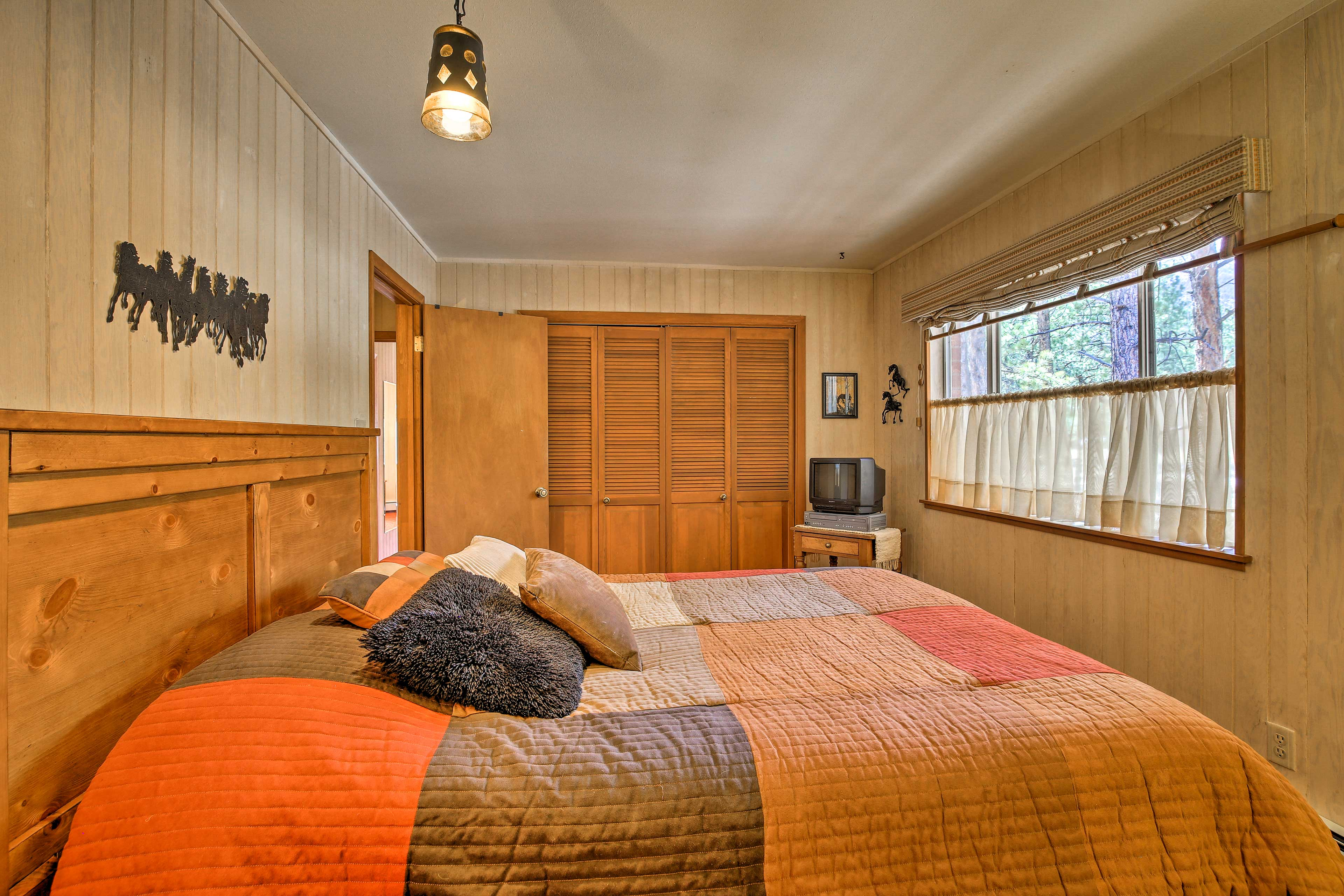 Bedroom 2 | TV