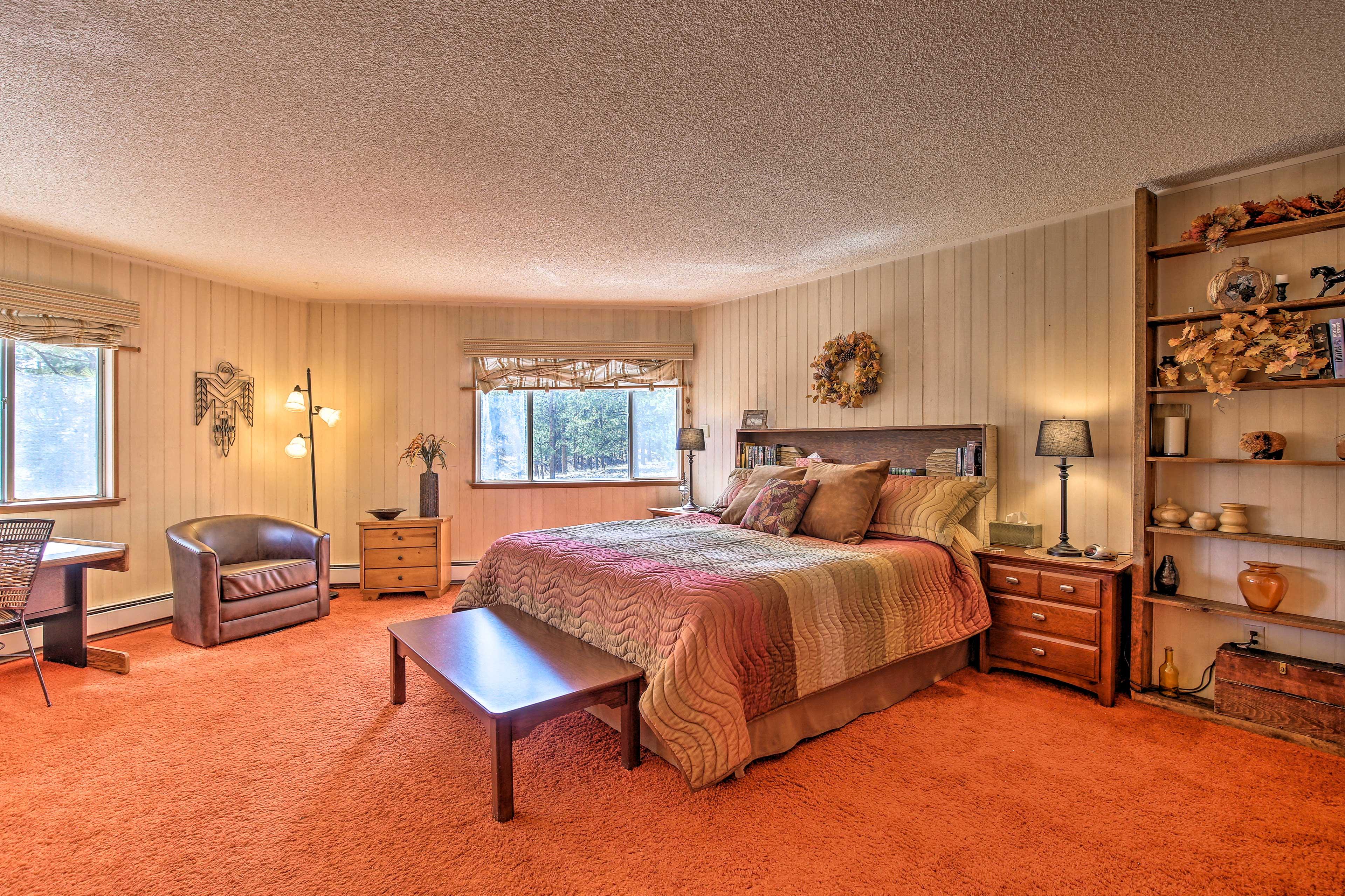 Master Bedroom | Main Floor | King Bed