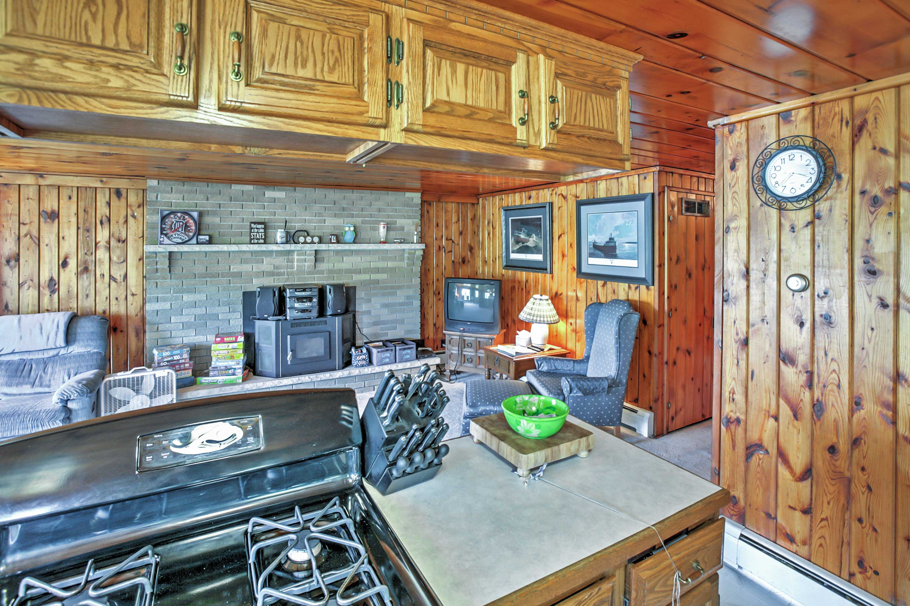 Well-Equipped Kitchen | Trash Bags/Paper Towels