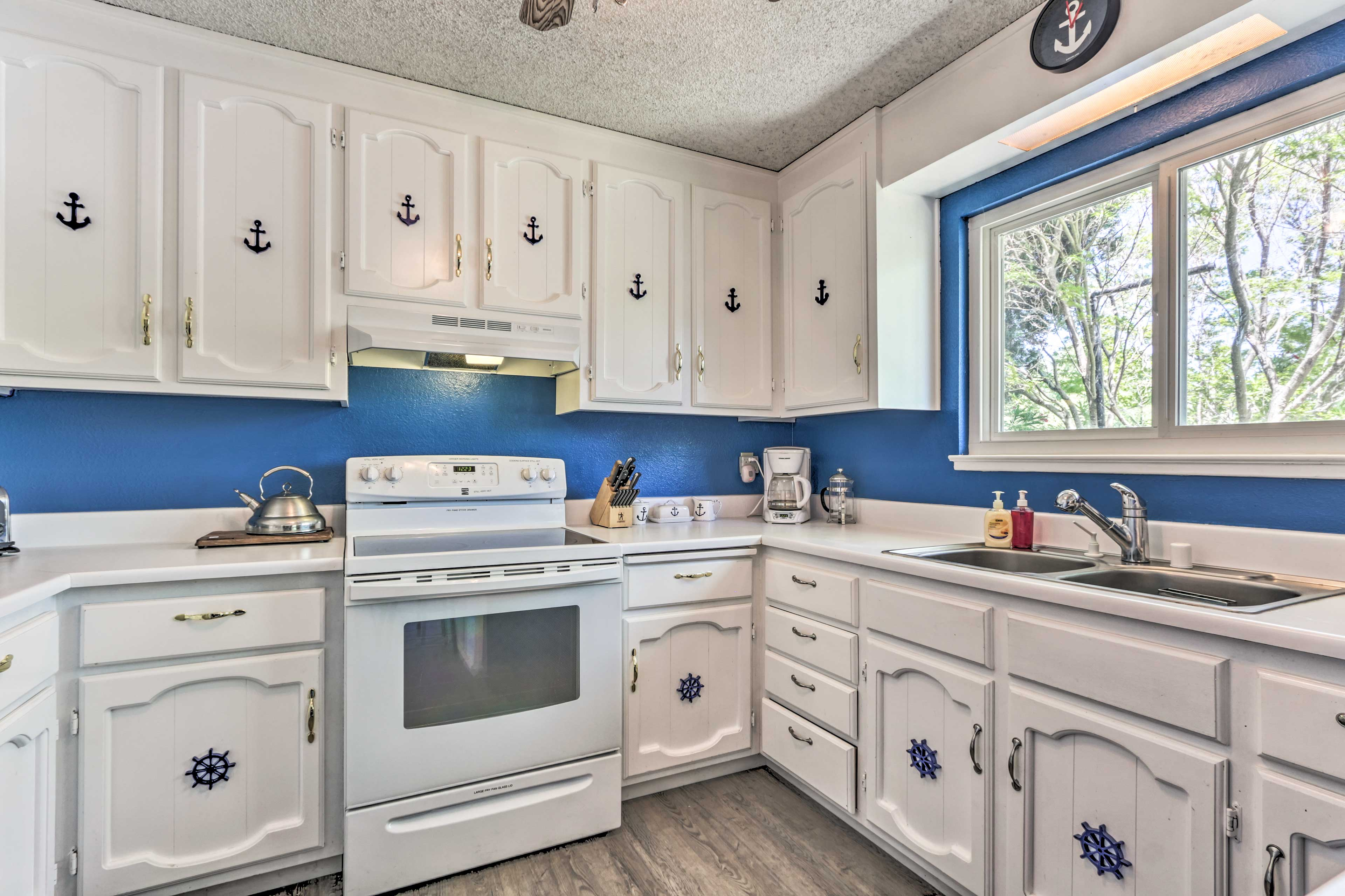 Fully Equipped Kitchen | Drip Coffee Maker | Wok | Food Processor