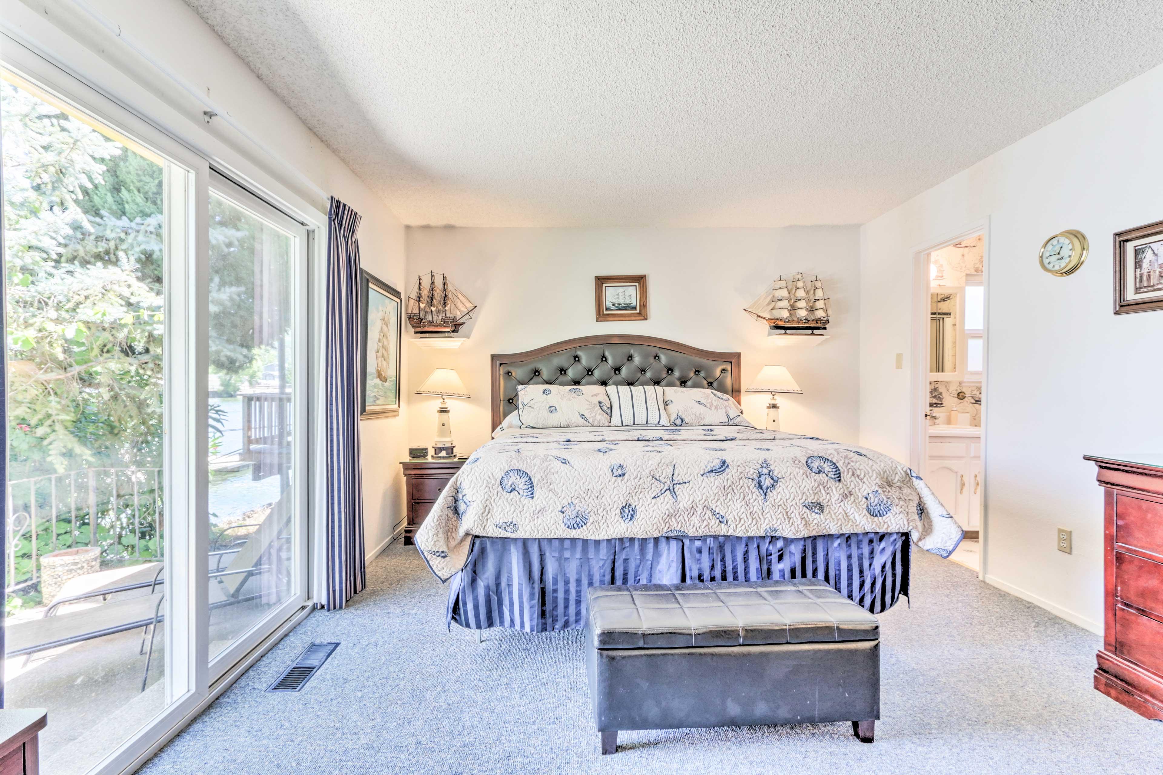 Master Bedroom | California King Bed | 2 Twin Rollaway Beds