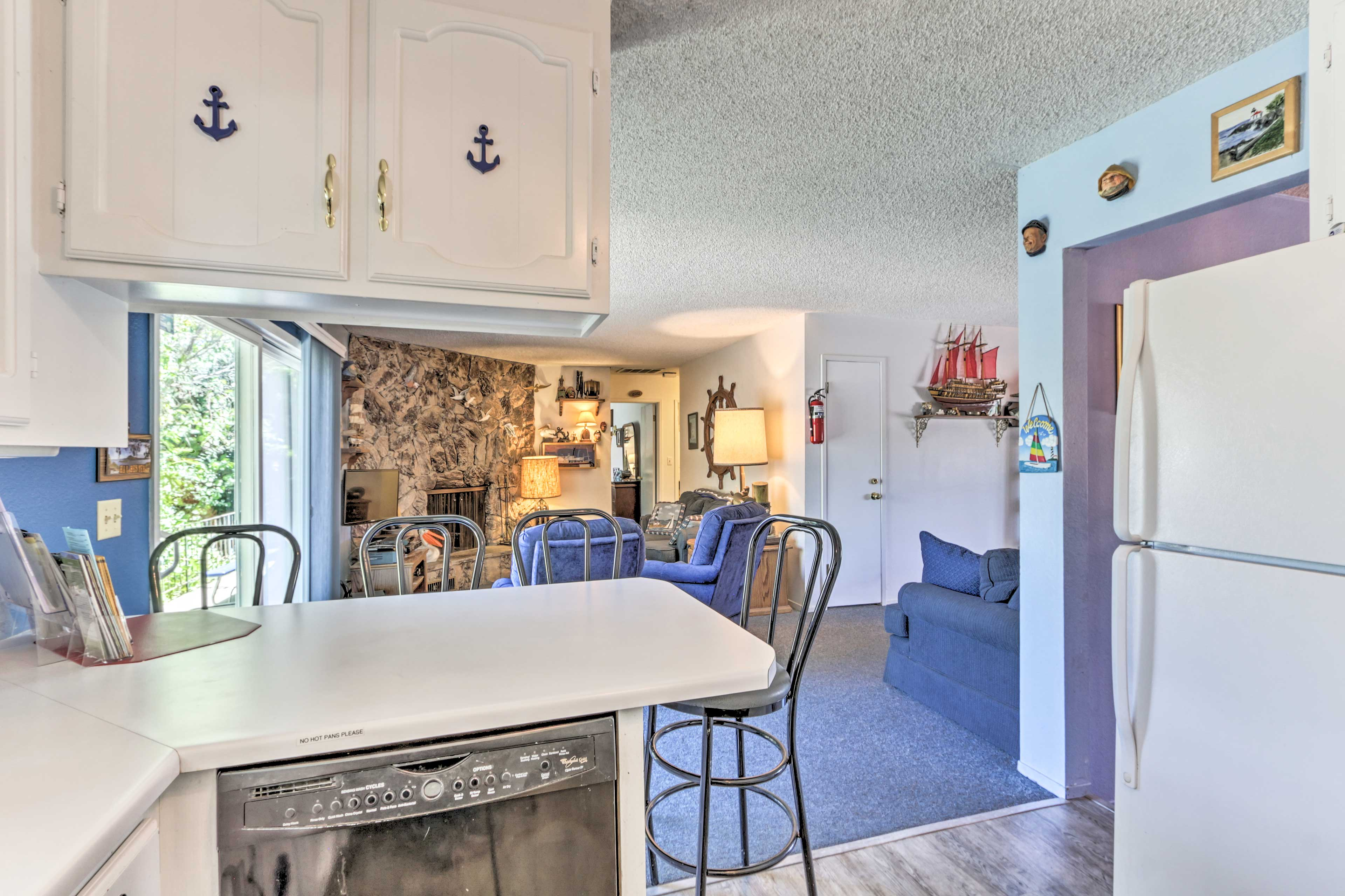 Fully Equipped Kitchen | Microwave