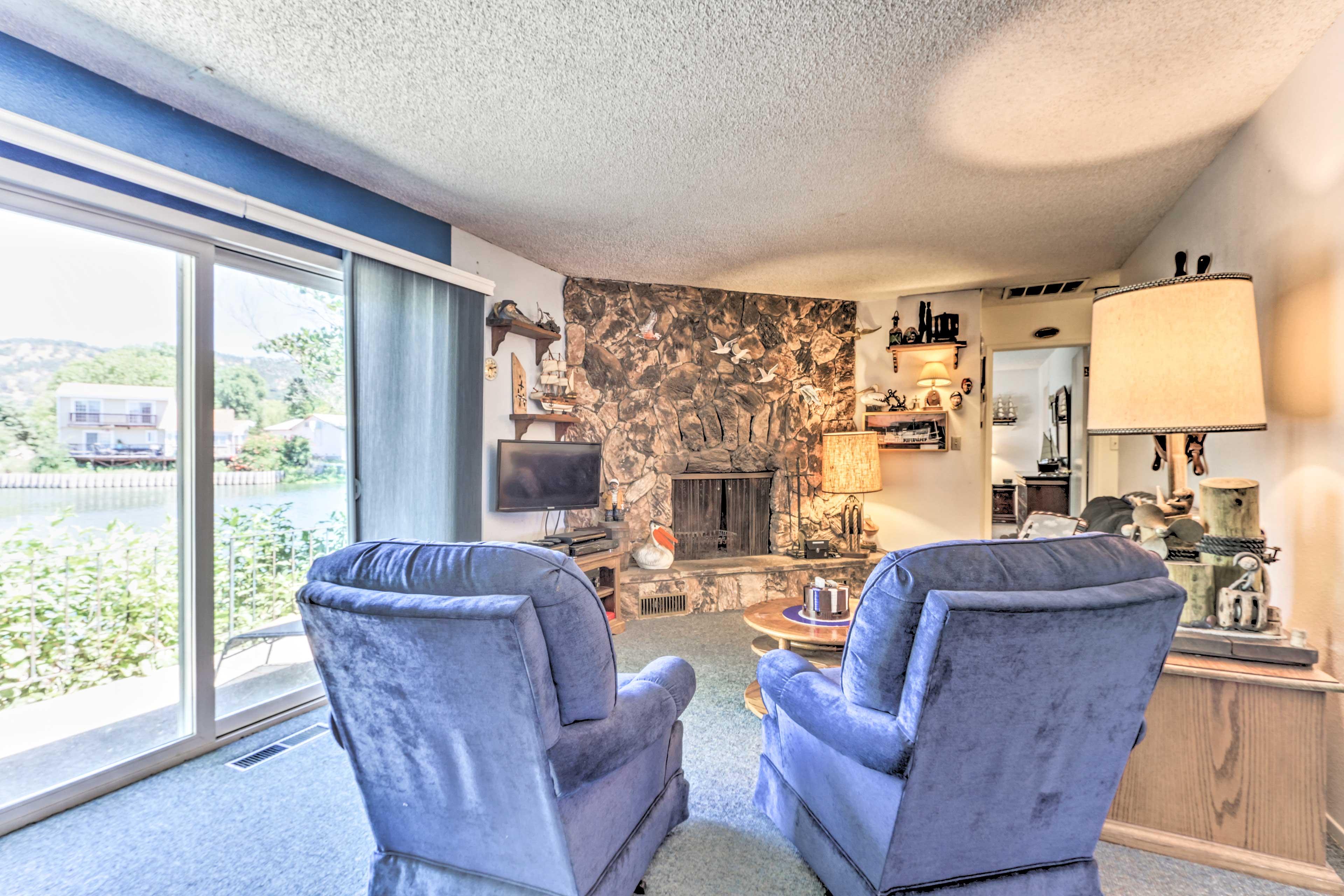 Family Room | Wood-Burning Fireplace