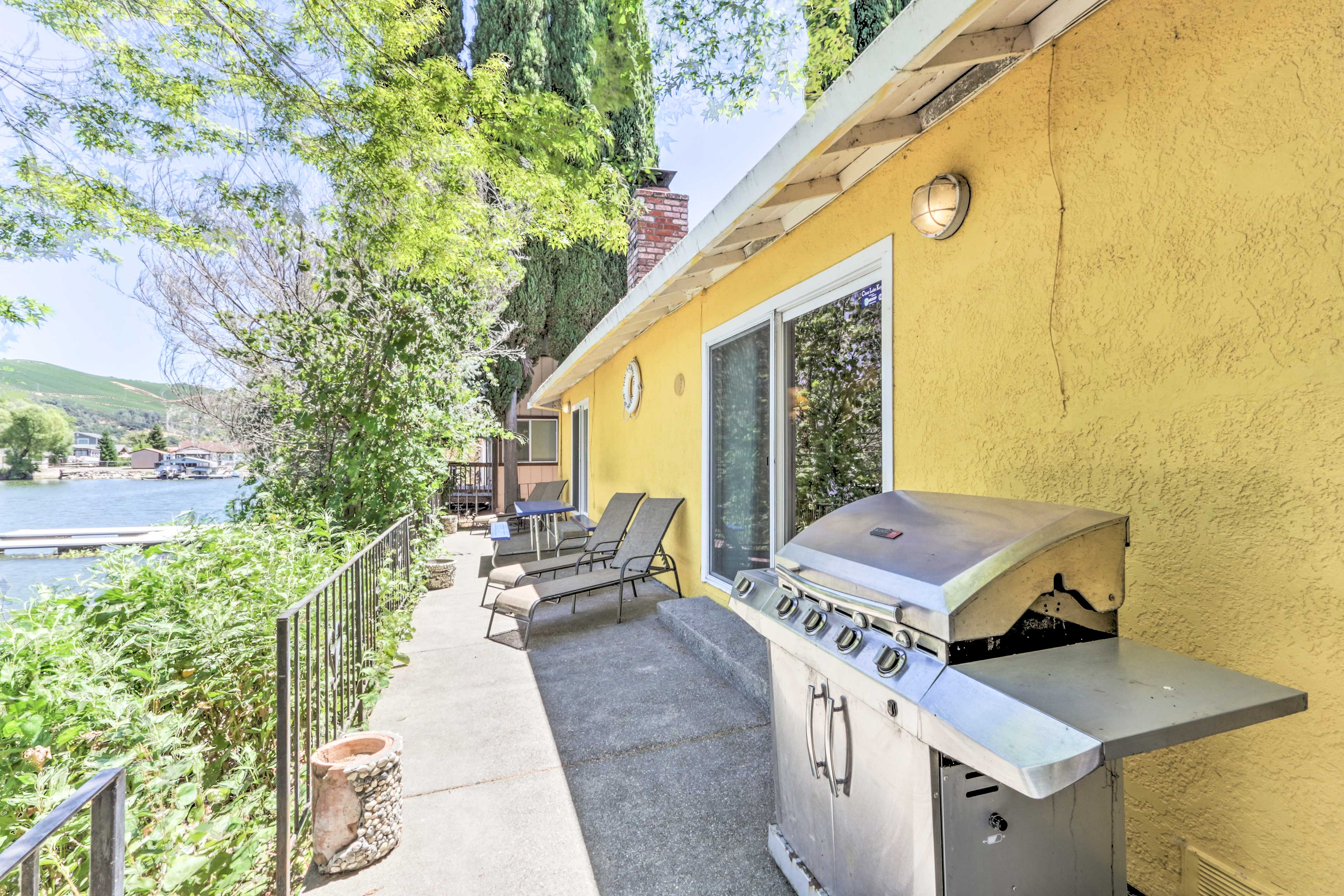Waterfront Terrace | Gas Grill