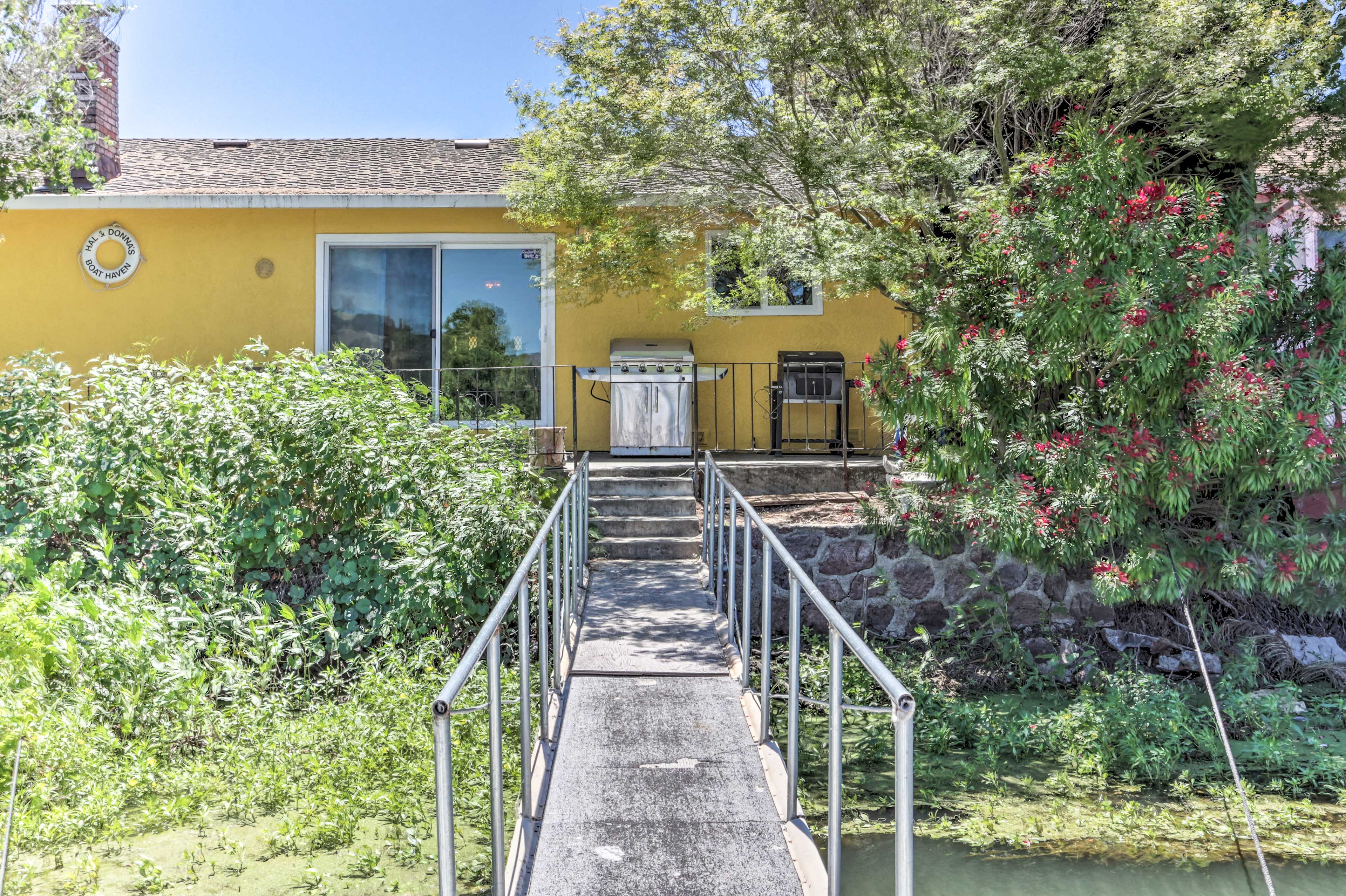 Clearlake Oaks Vacation Rental | Single-Story Home | 2BR | 2BA | 1,200 Sq Ft
