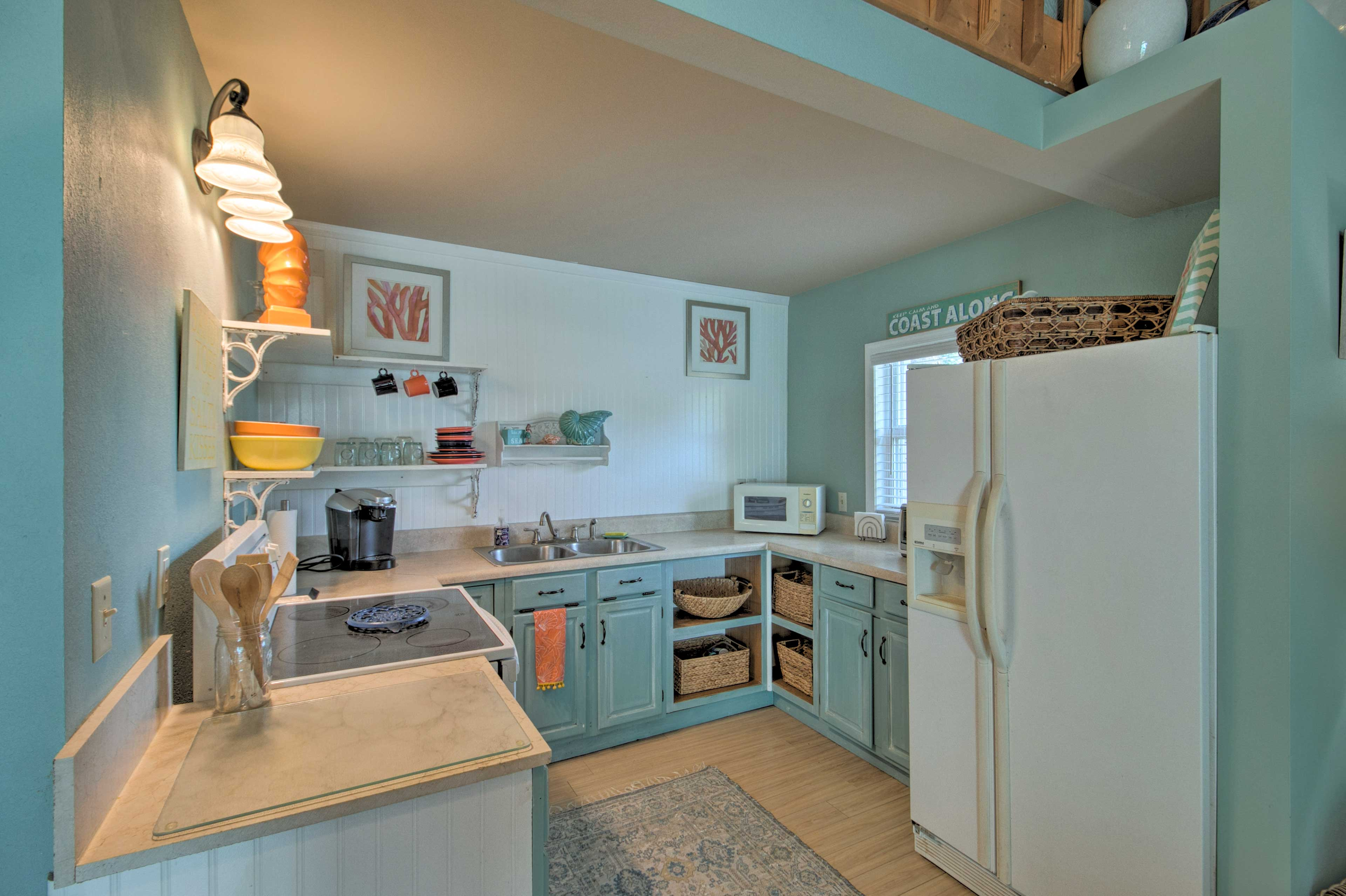 Well-Equipped Kitchen | Dishware & Glassware