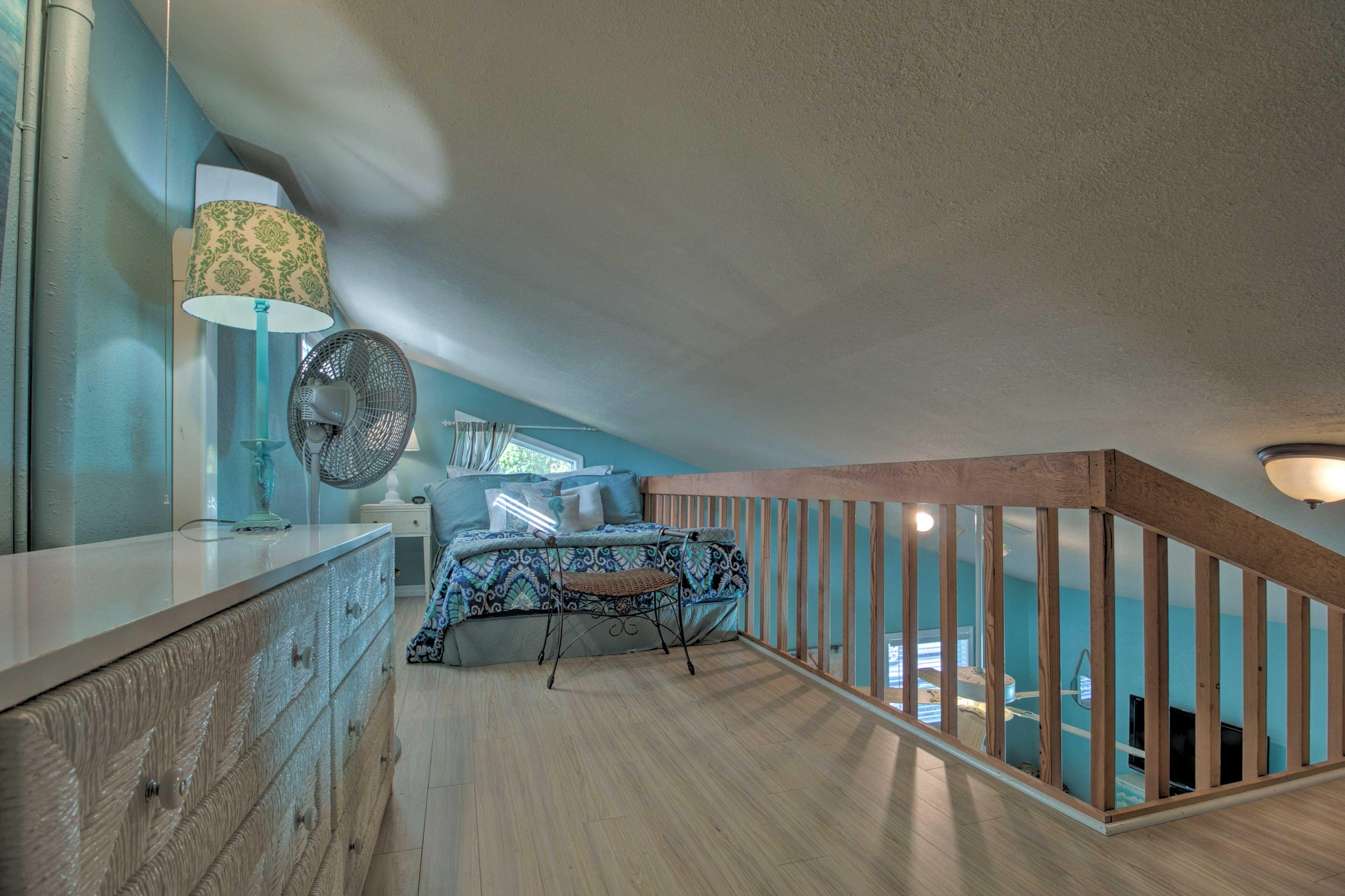 Bedroom/Loft | Queen Bed | Linens Provided