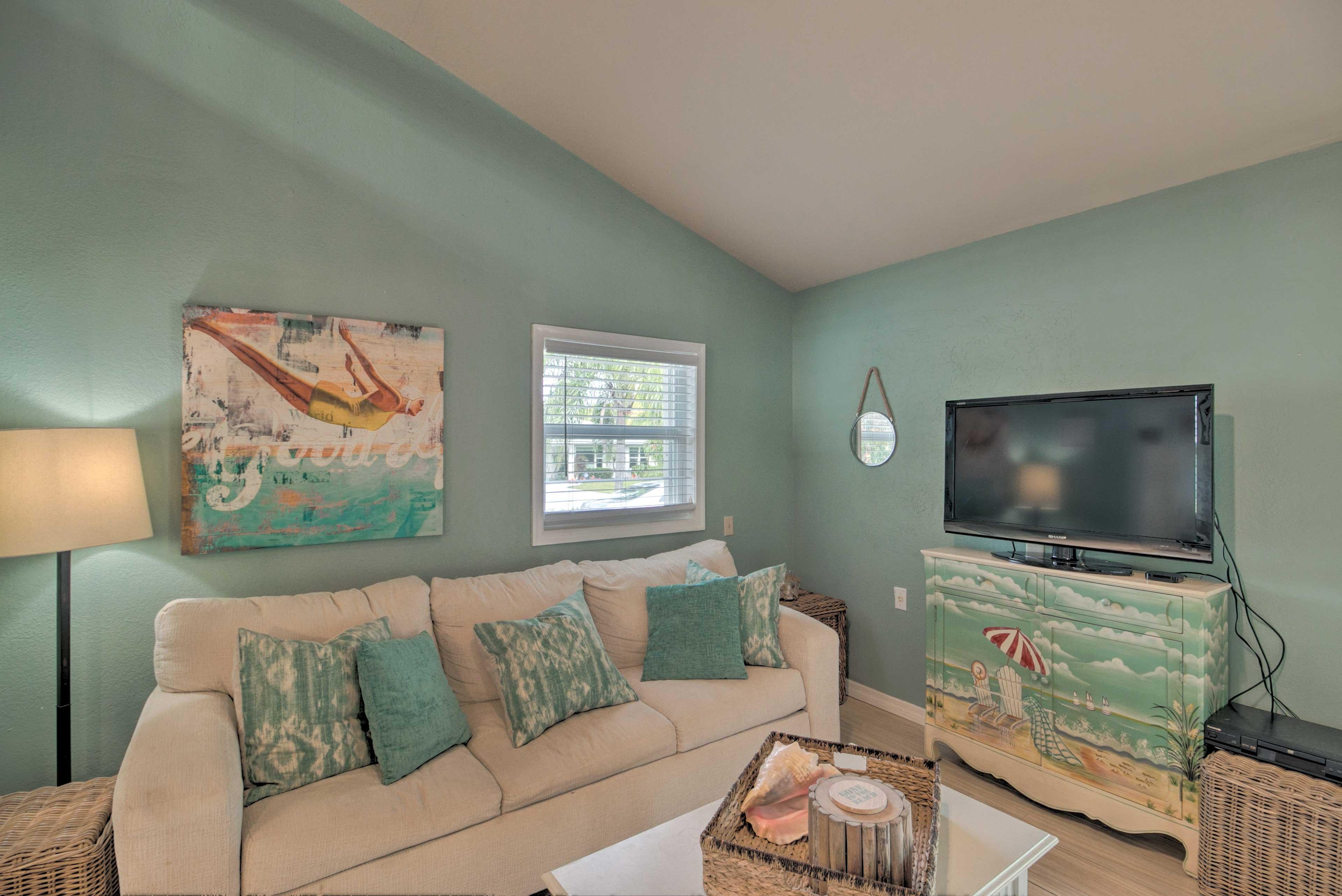 Living Area | Flat-Screen TV