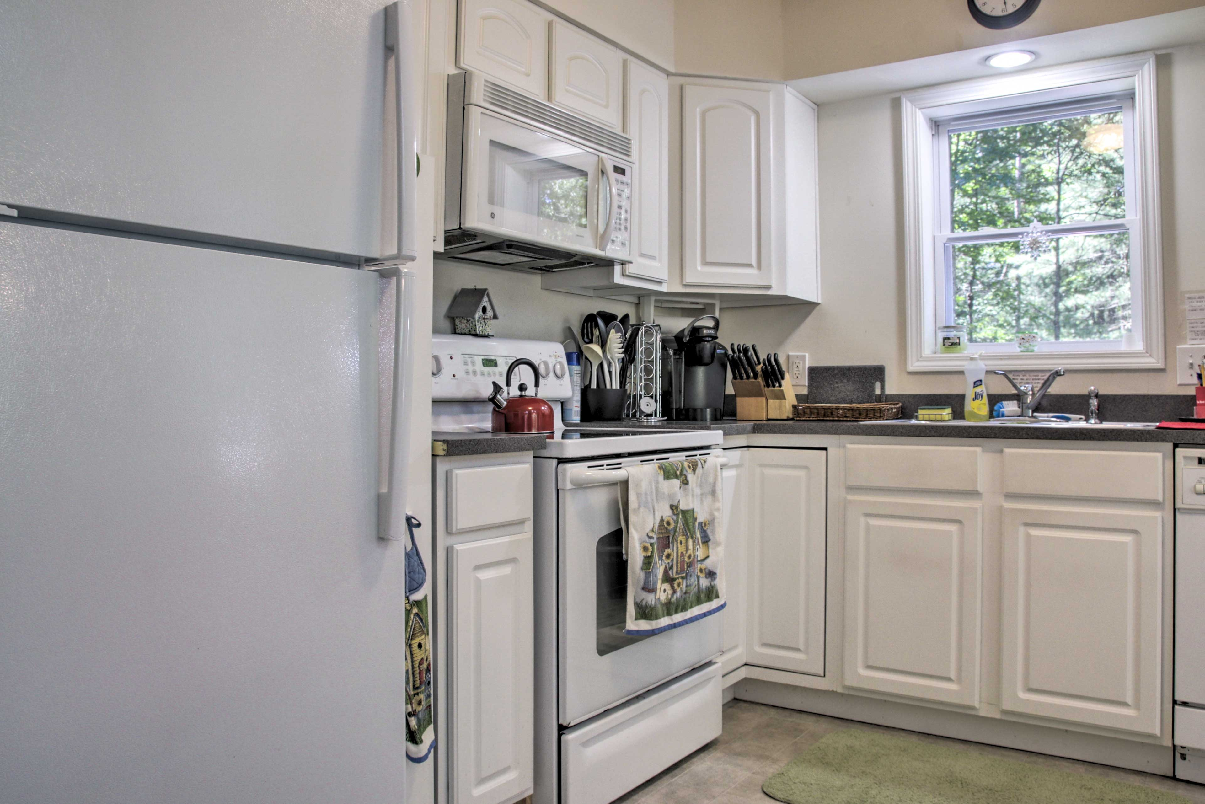 Fully Equipped Kitchen   Drip & Keurig Coffee Makers