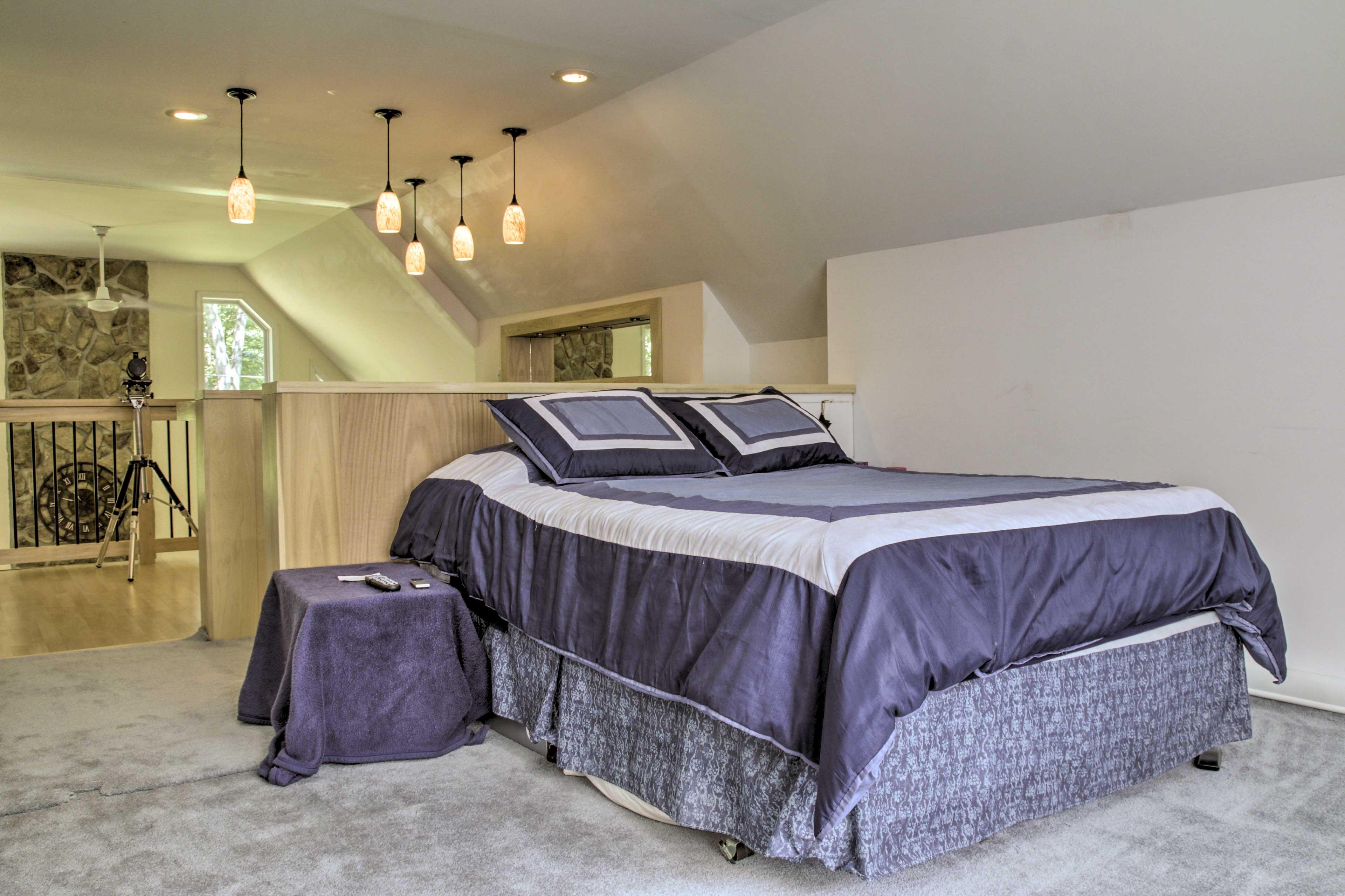 Loft   Additional Sleeping   Queen Bed
