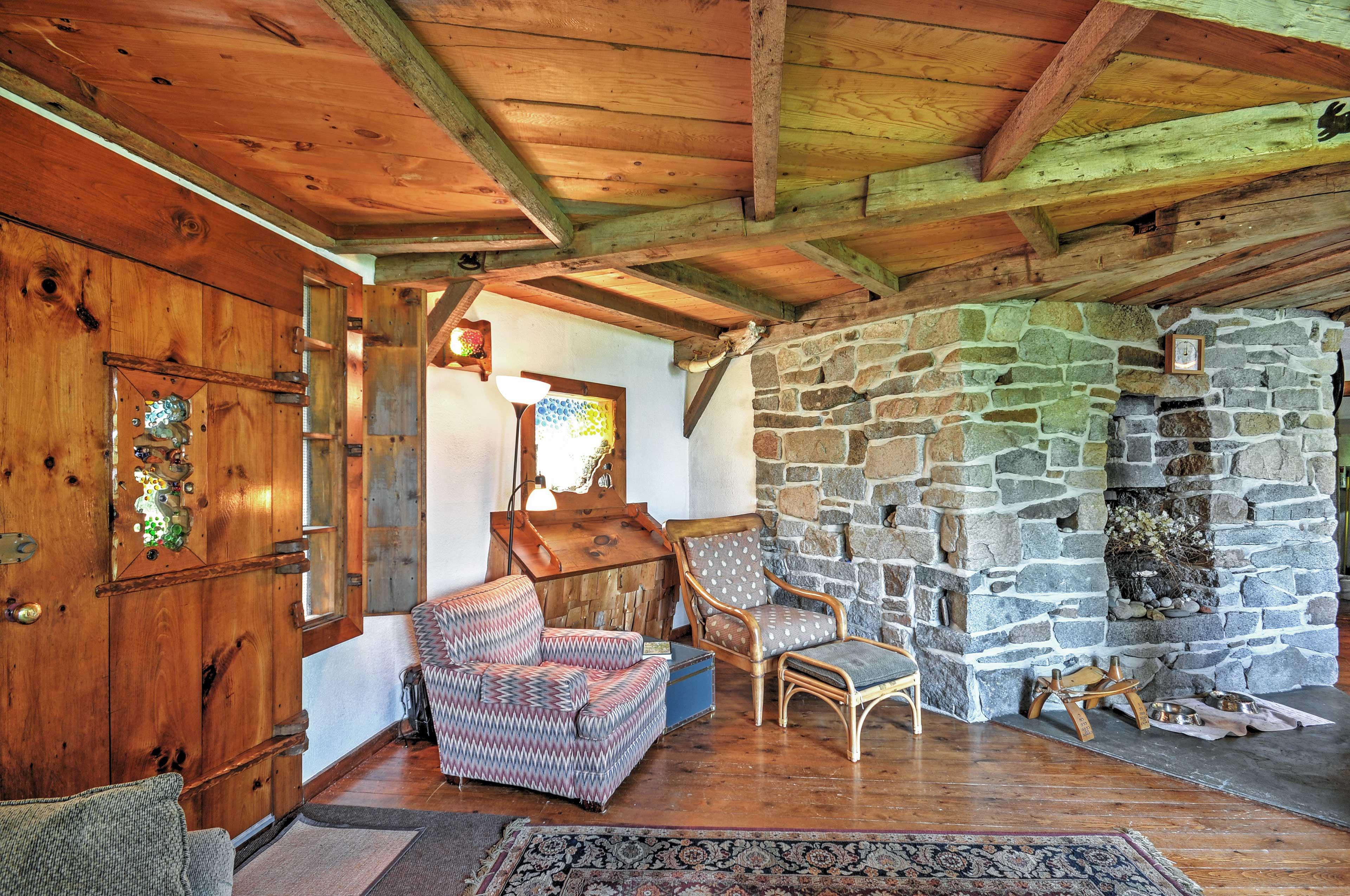 Living Room | Decorative Fireplace