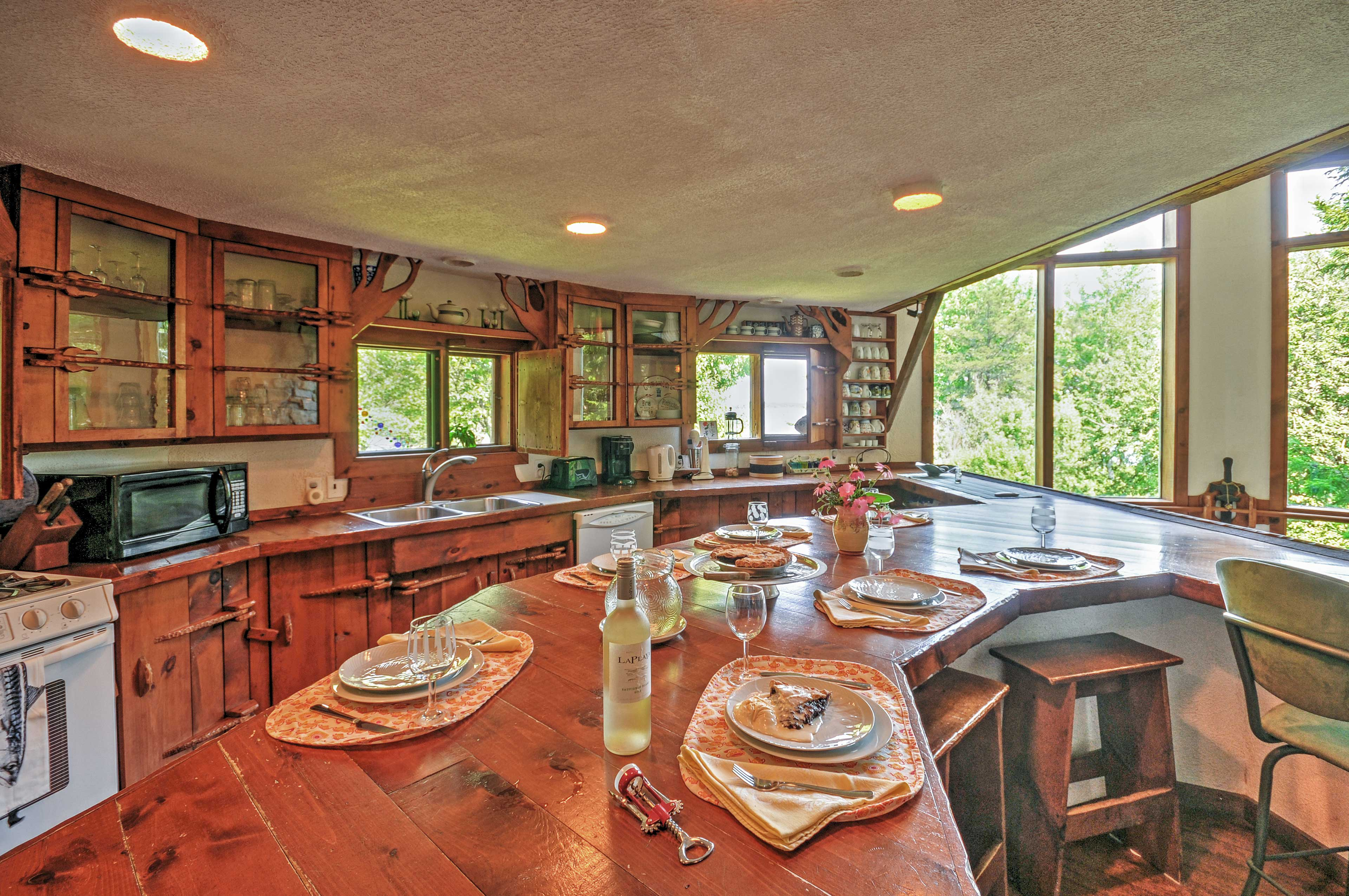 Fully Equipped Kitchen | Dishware/Flatware Provided