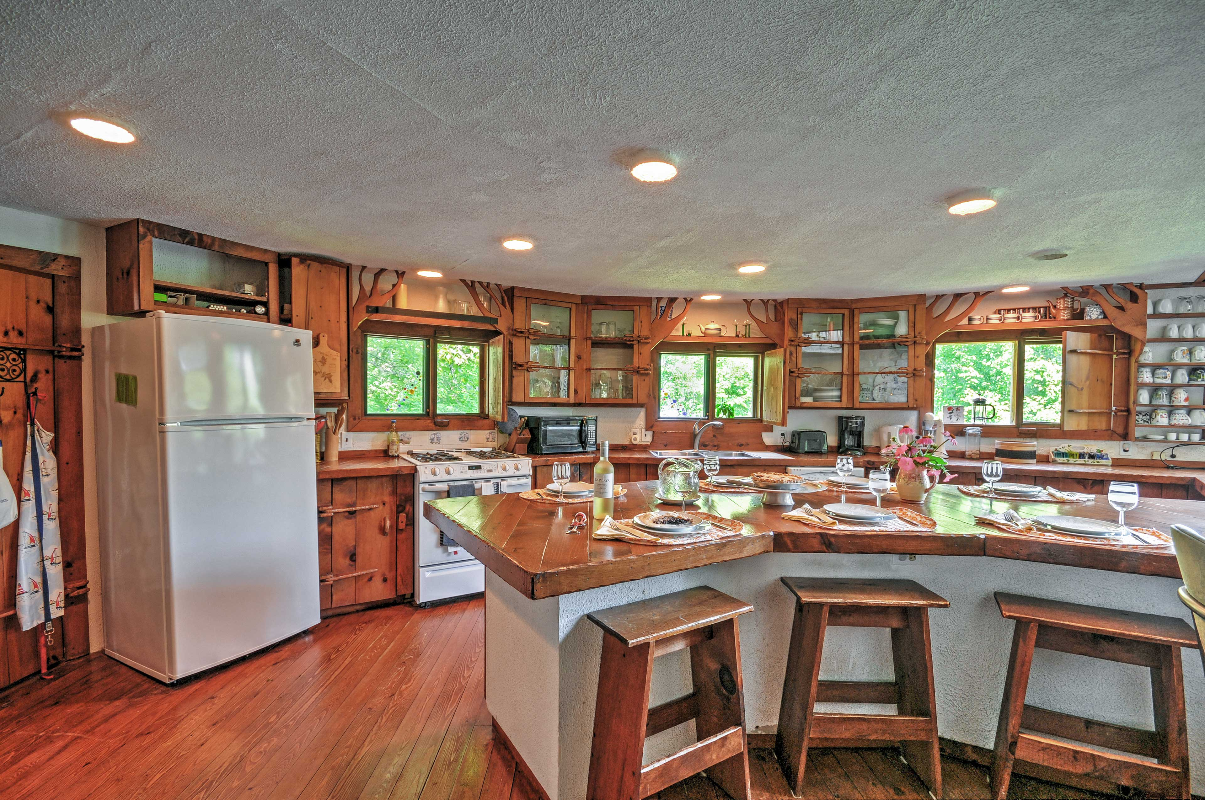 Fully Equipped Kitchen | Cooking Basics | Drip Coffee Maker | Toaster