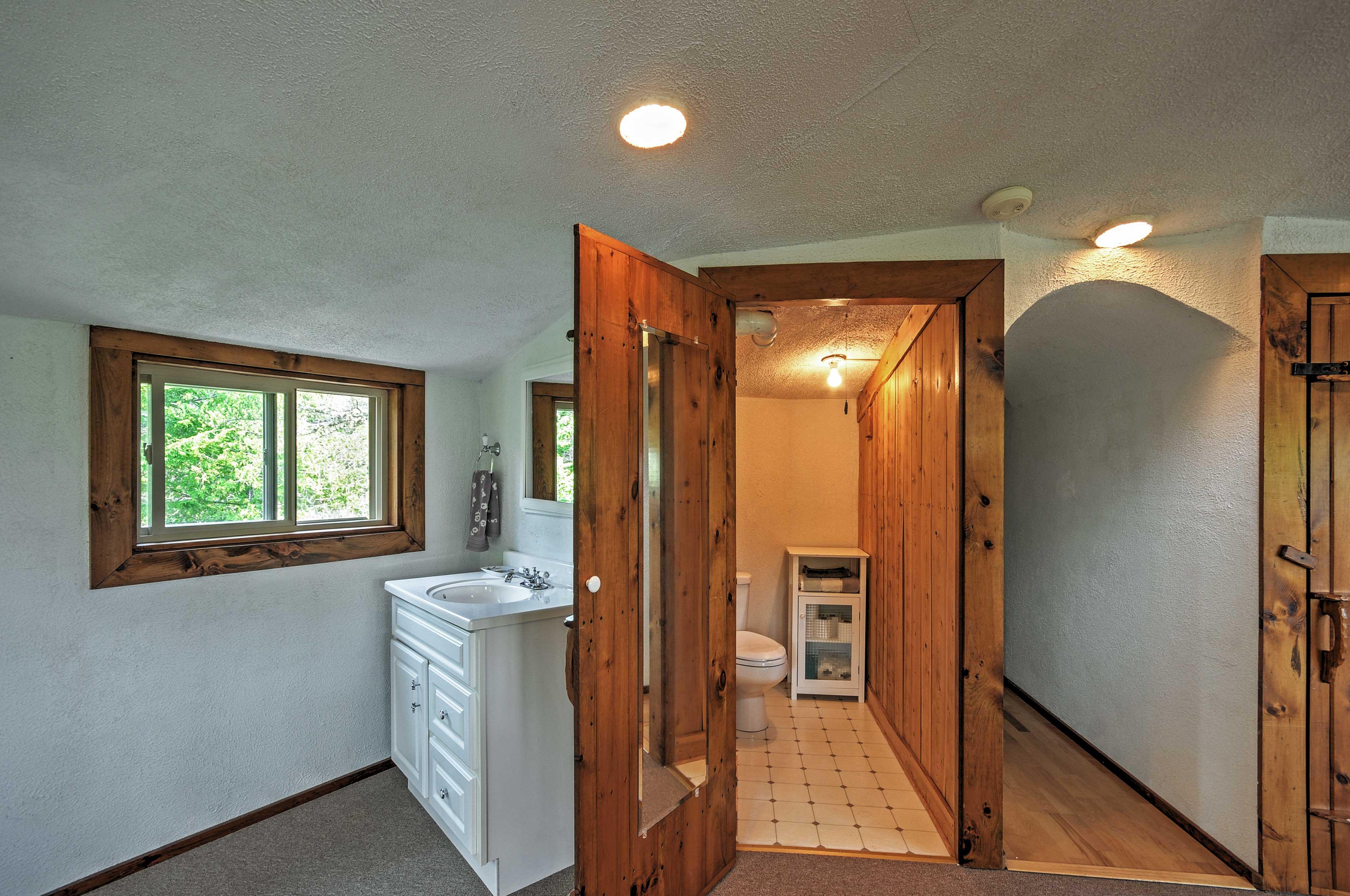 En-Suite Half Bathroom | Towels Provided