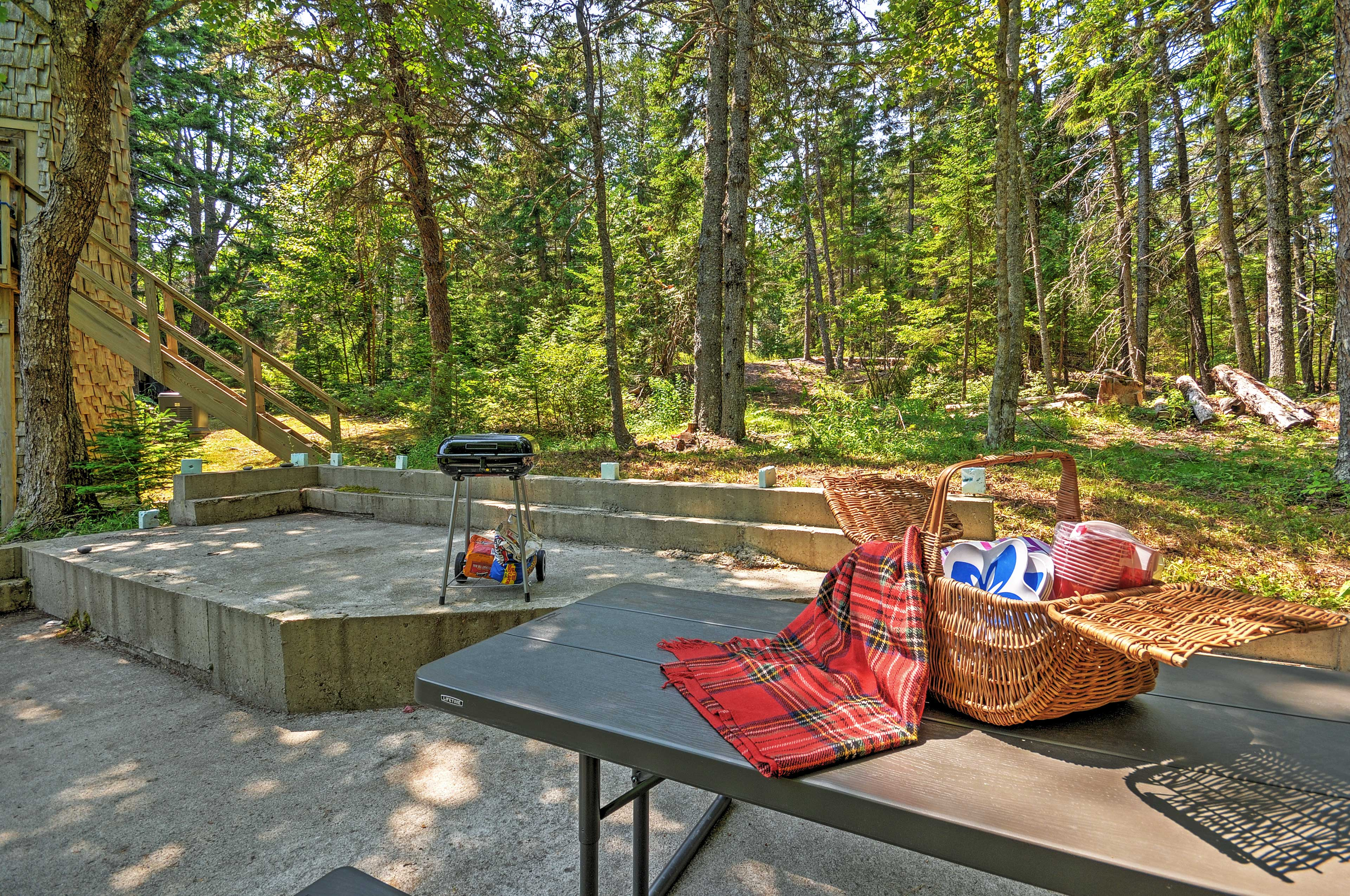 Patio | Charcoal Grill | Picnic Table