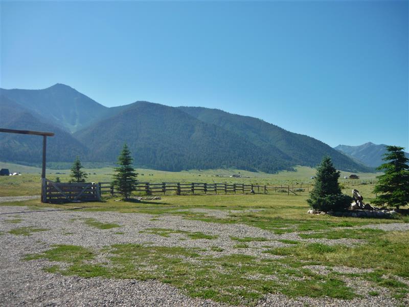 Private Yard | Mountain Views