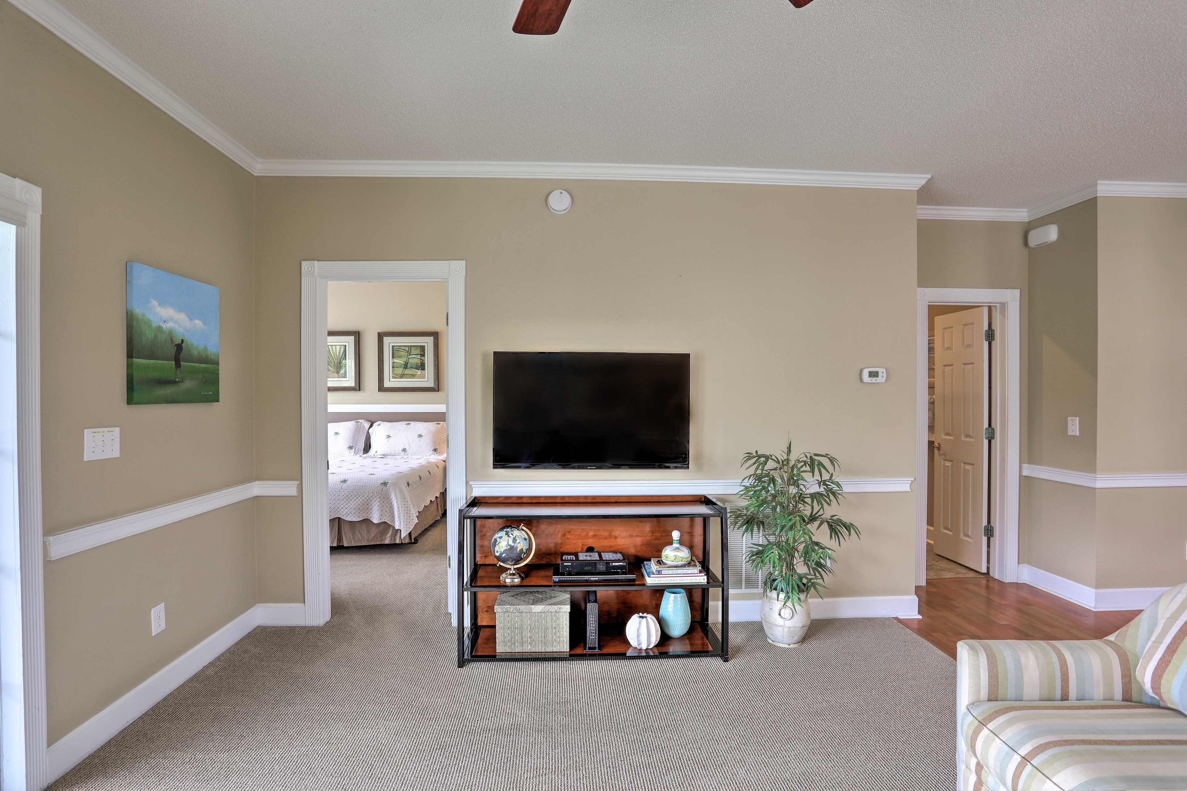 Living Room | Cable TV with Blu-ray Player