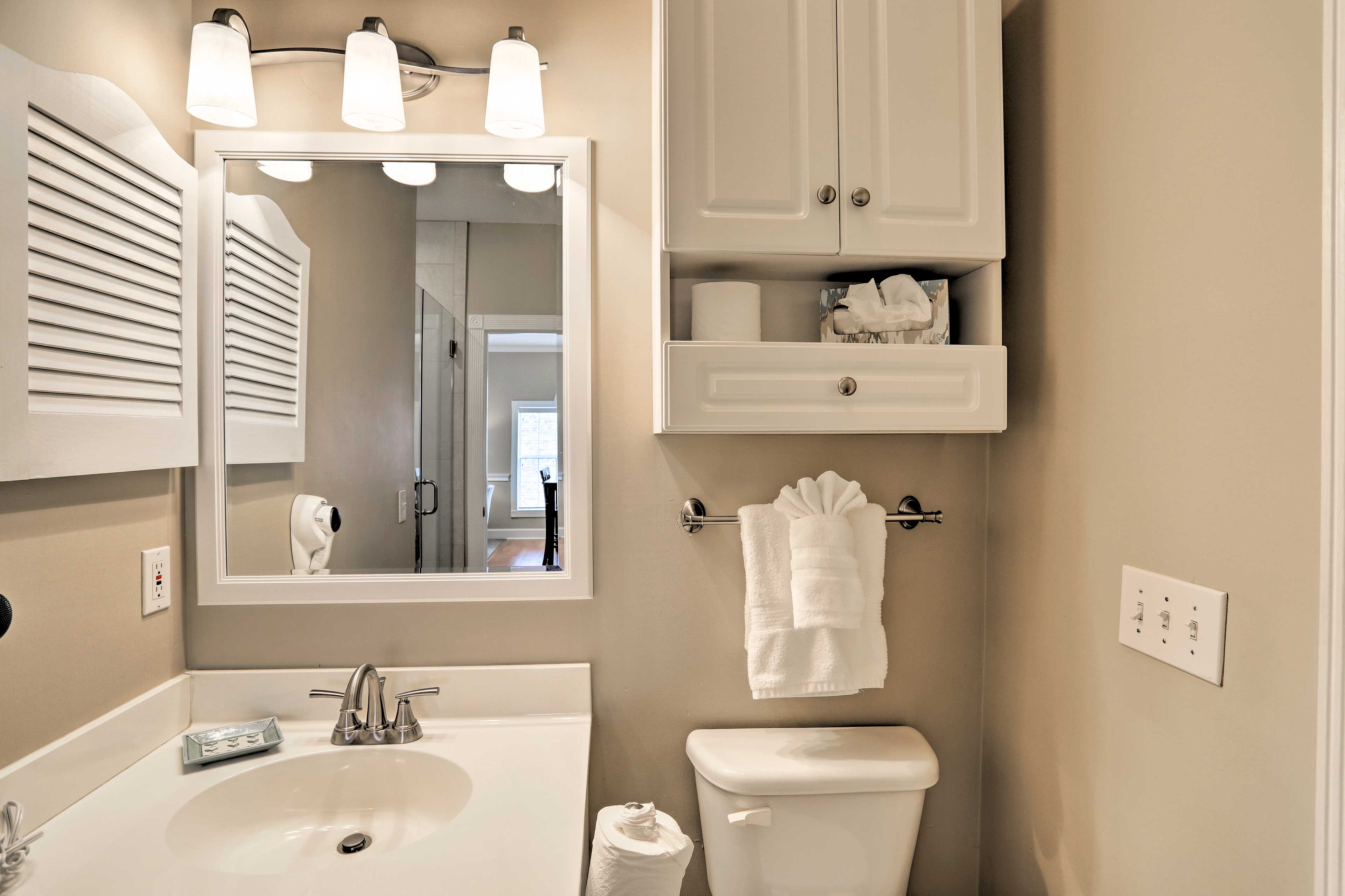 Full Bathroom | Towels Provided | Walk-In Shower