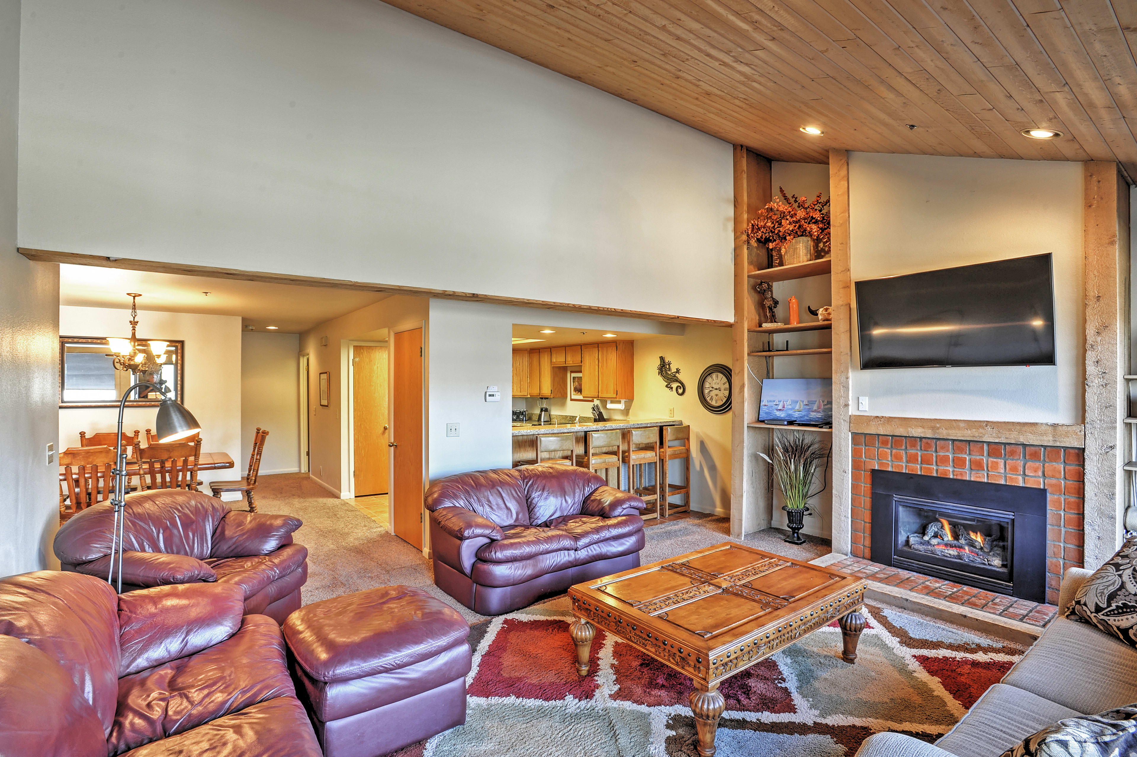 Living Room | Gas Fireplace | Free WiFi