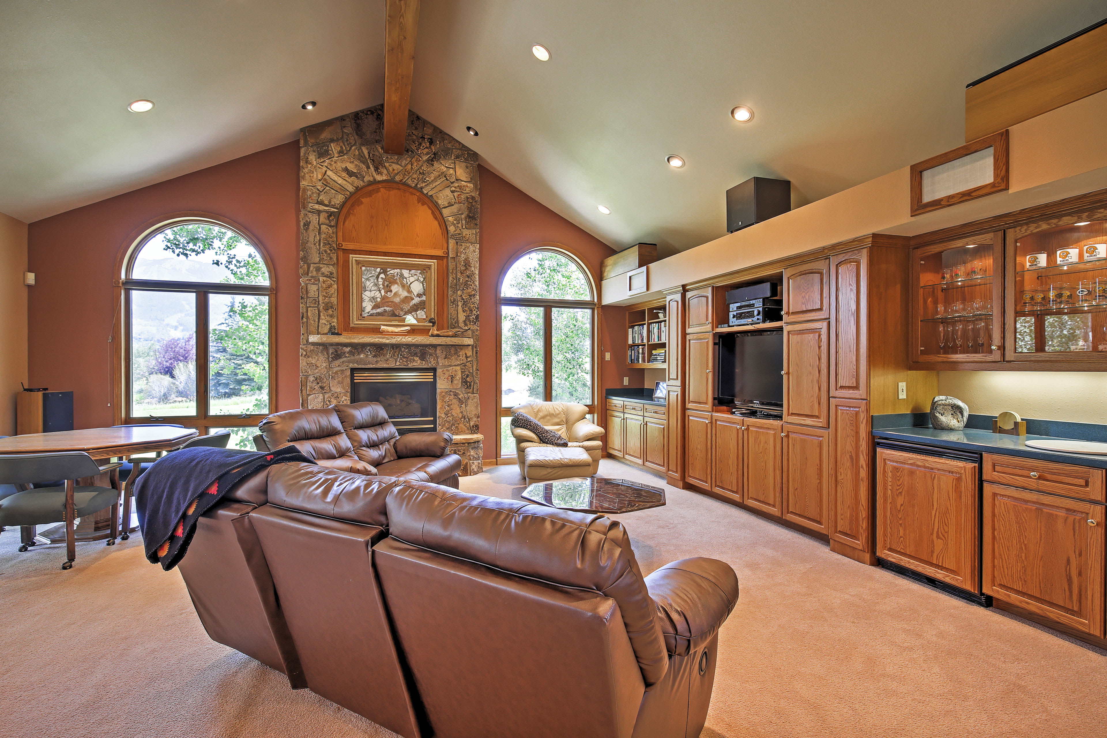 Living Room | Step-Free Access | Free WiFi | Gas Fireplace