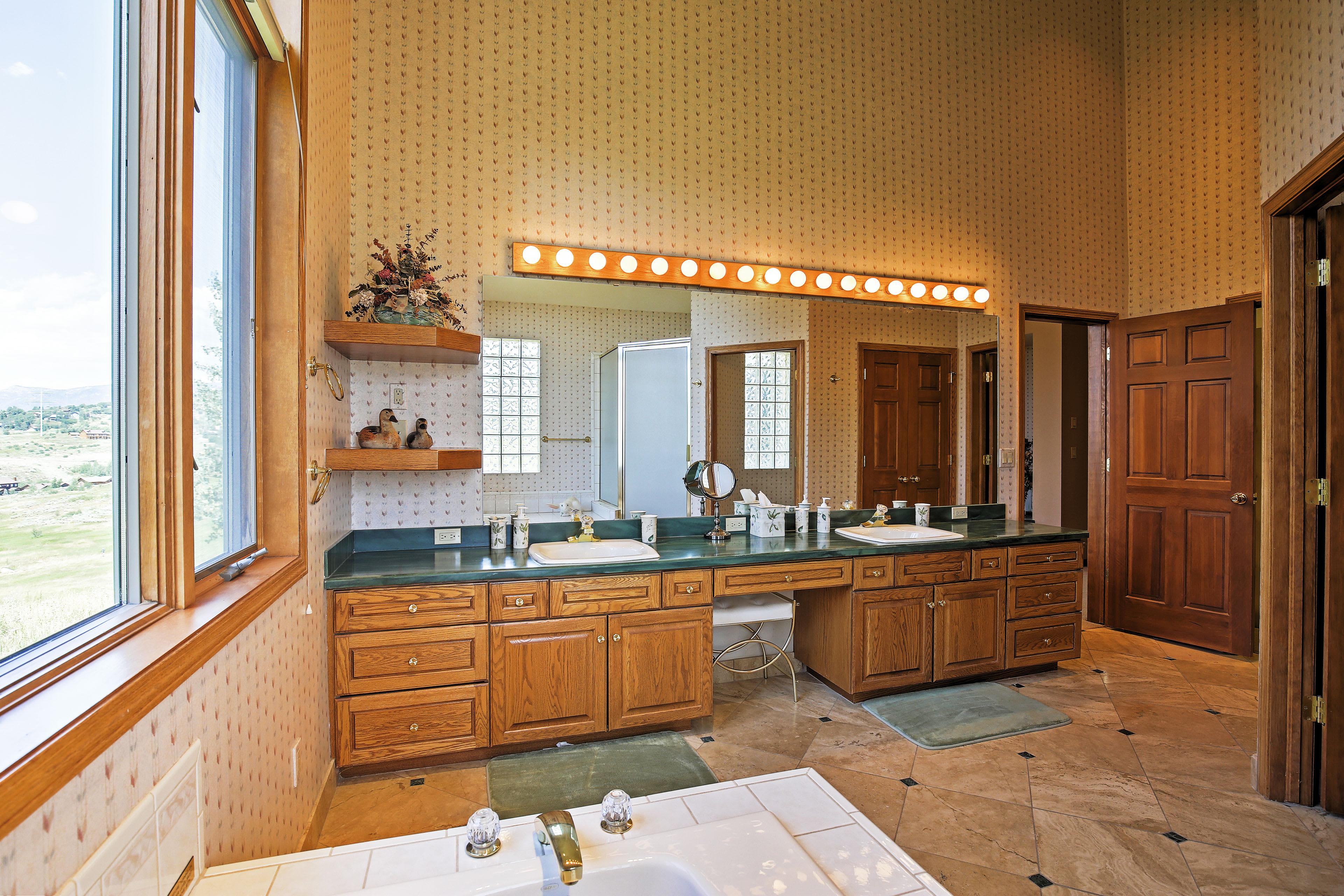 En-Suite Bathroom | Walk-In Shower | Jetted Bathtub