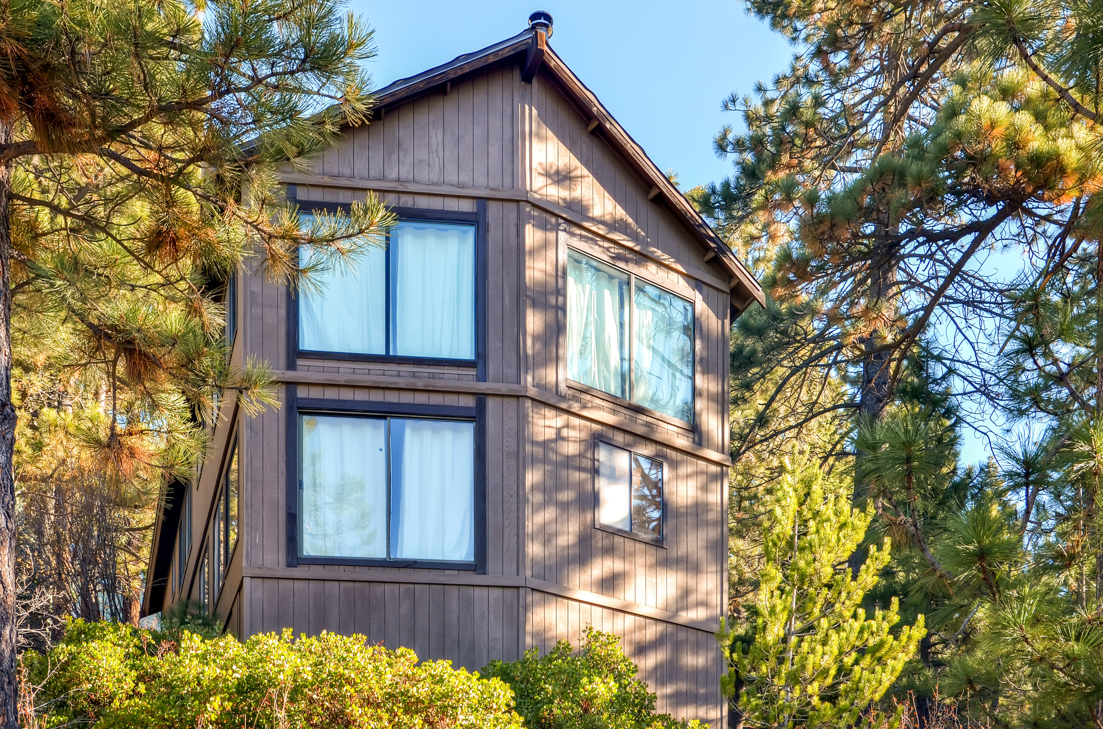Truckee provides great access to the Lake Tahoe ski areas.
