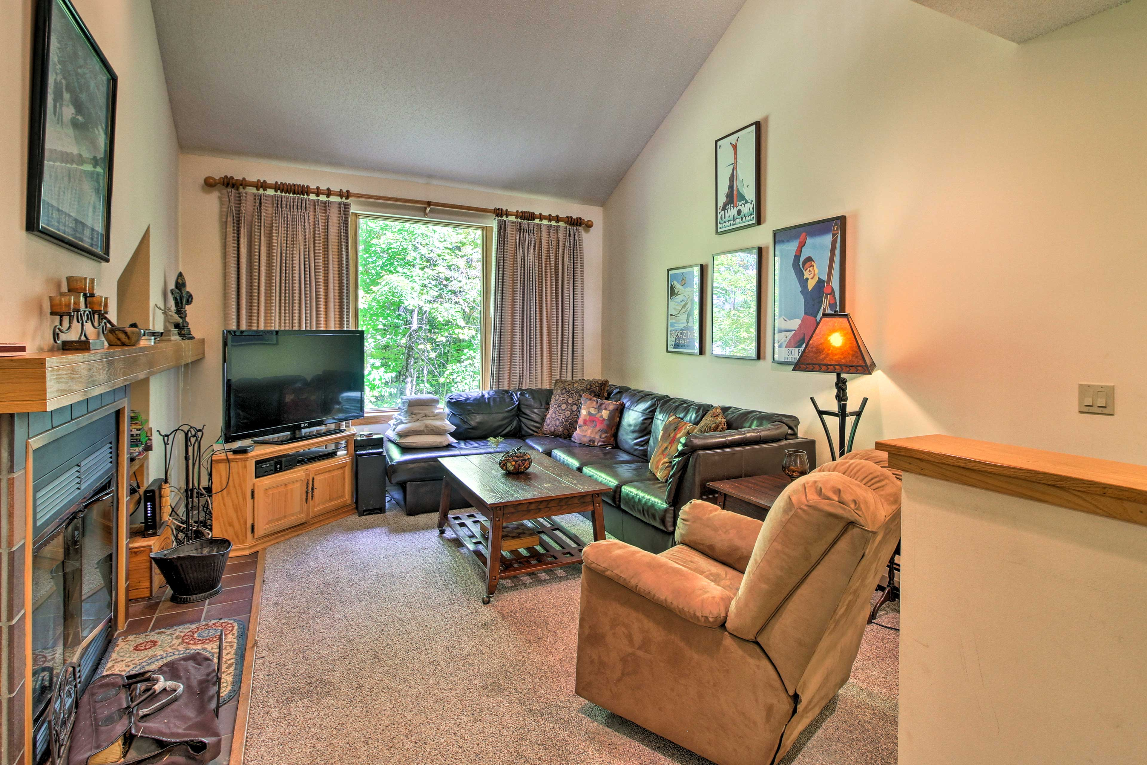 Living Room | Wood-Burning Fireplace | Flat-Screen Cable TV
