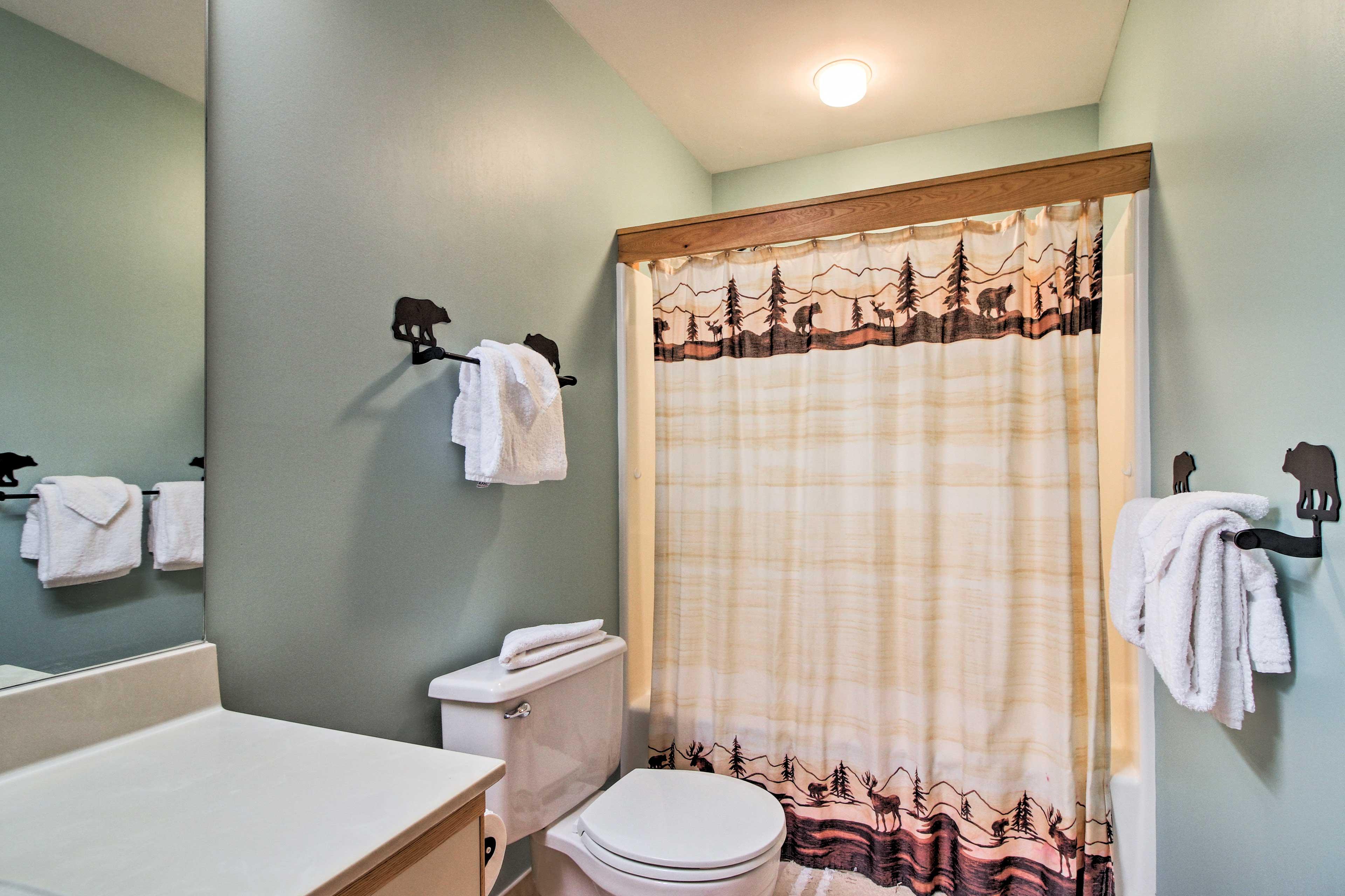 En-Suite Bathroom | Shower/Tub Combo