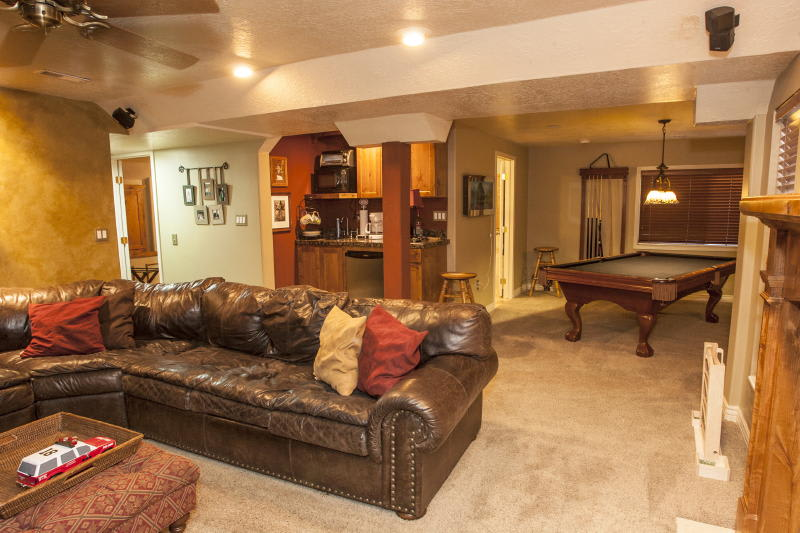 Basement   Game Room   Well-Equipped Kitchenette   Queen Sleeper Sofa