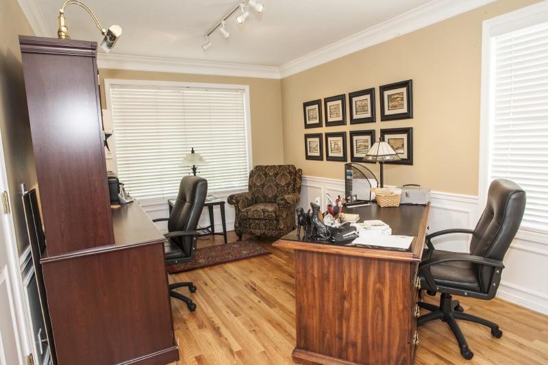 Office   Laptop-Friendly Workspace