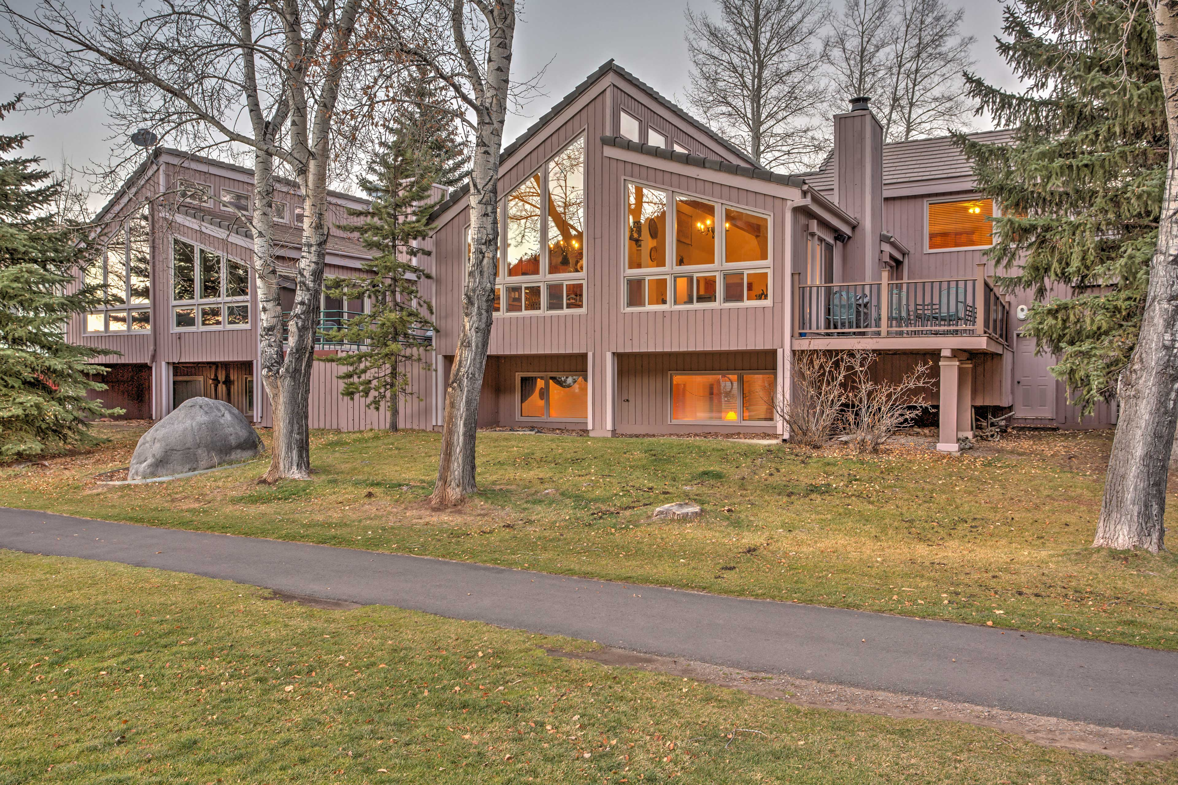 Situated on the Eagle Vail golf course, this home promises a revitalizing retreat!
