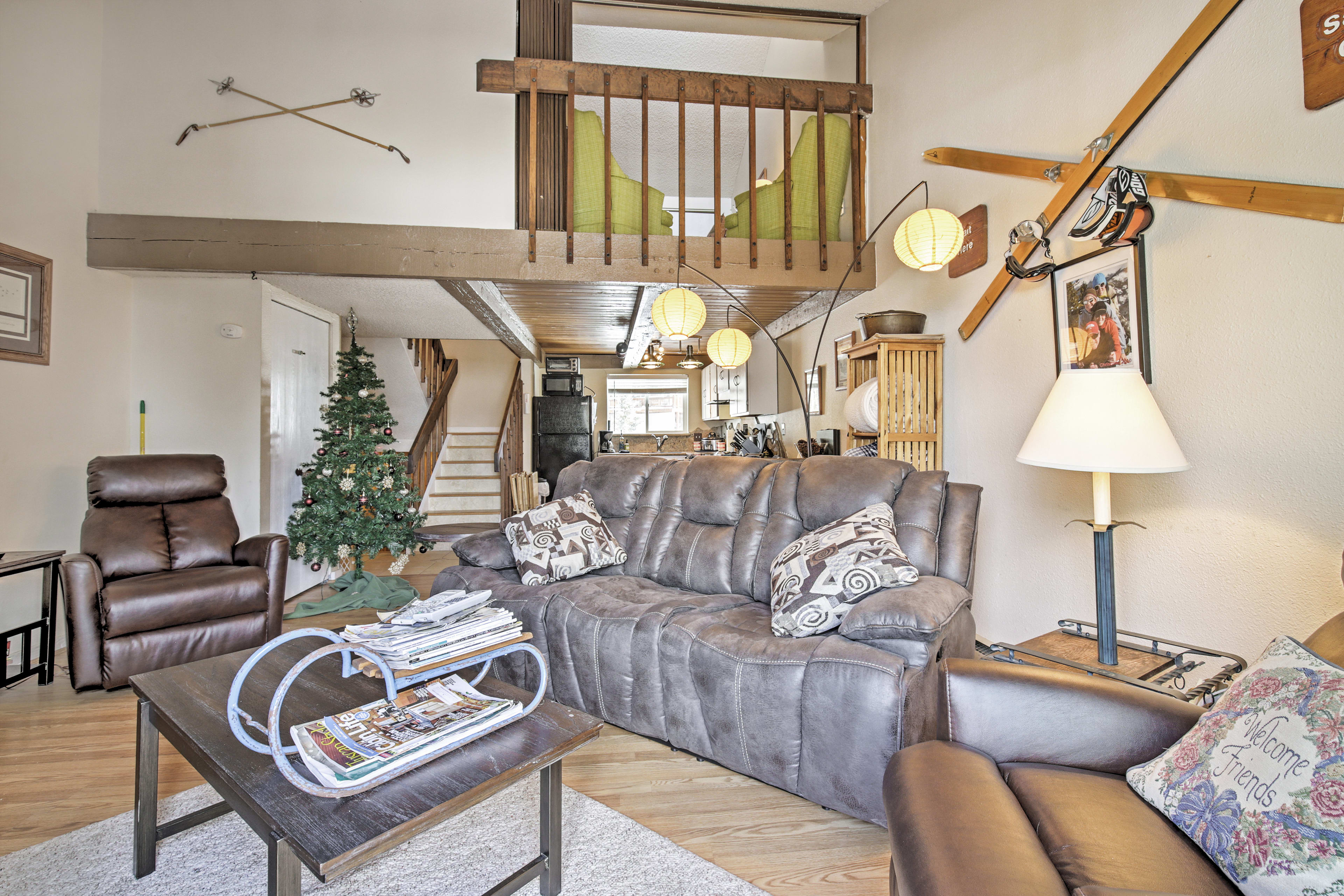 Living Room | Main Floor | Wood-Burning Fireplace | Cable TV | Free WiFi