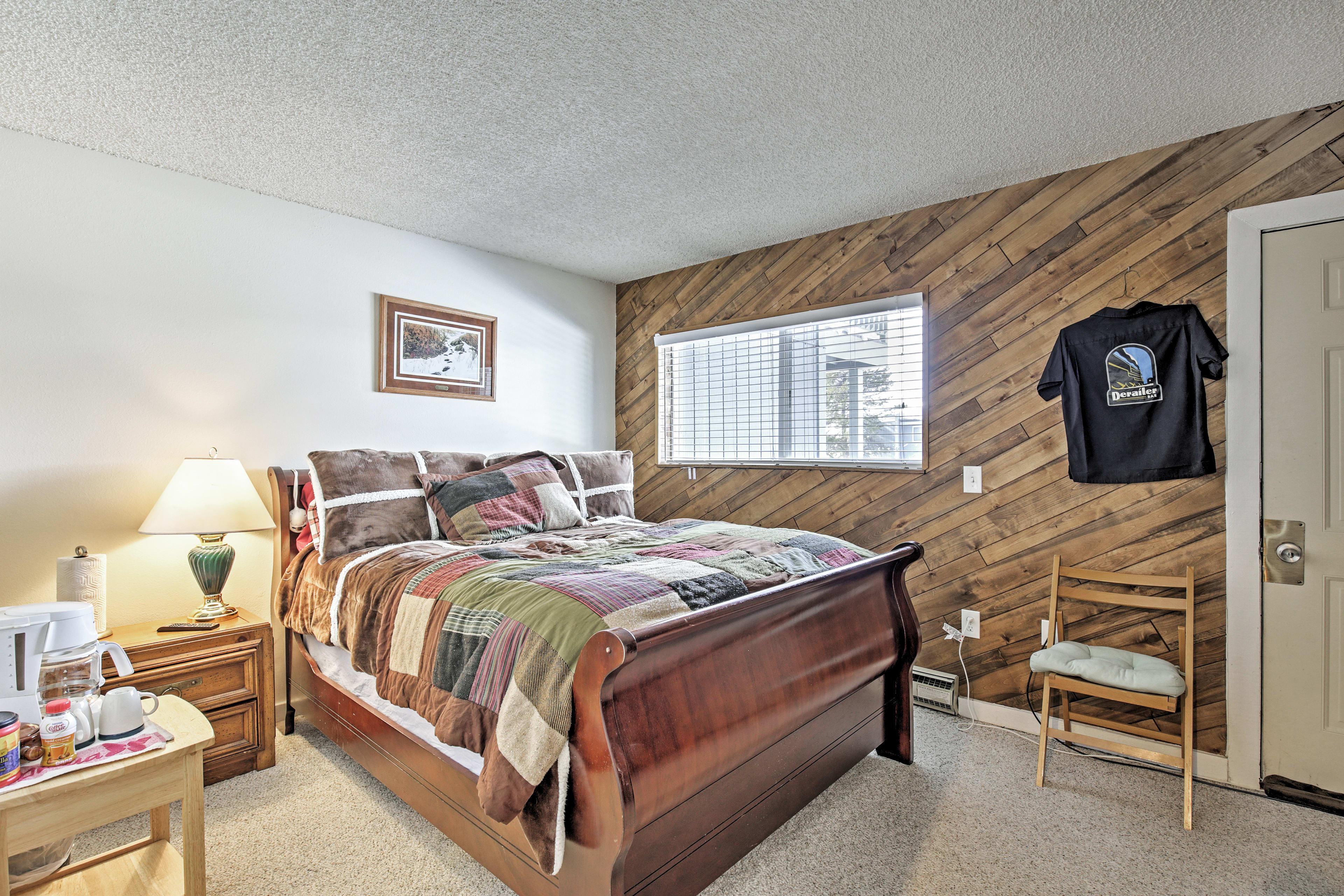 Master Bedroom | Ground Floor | Queen Bed
