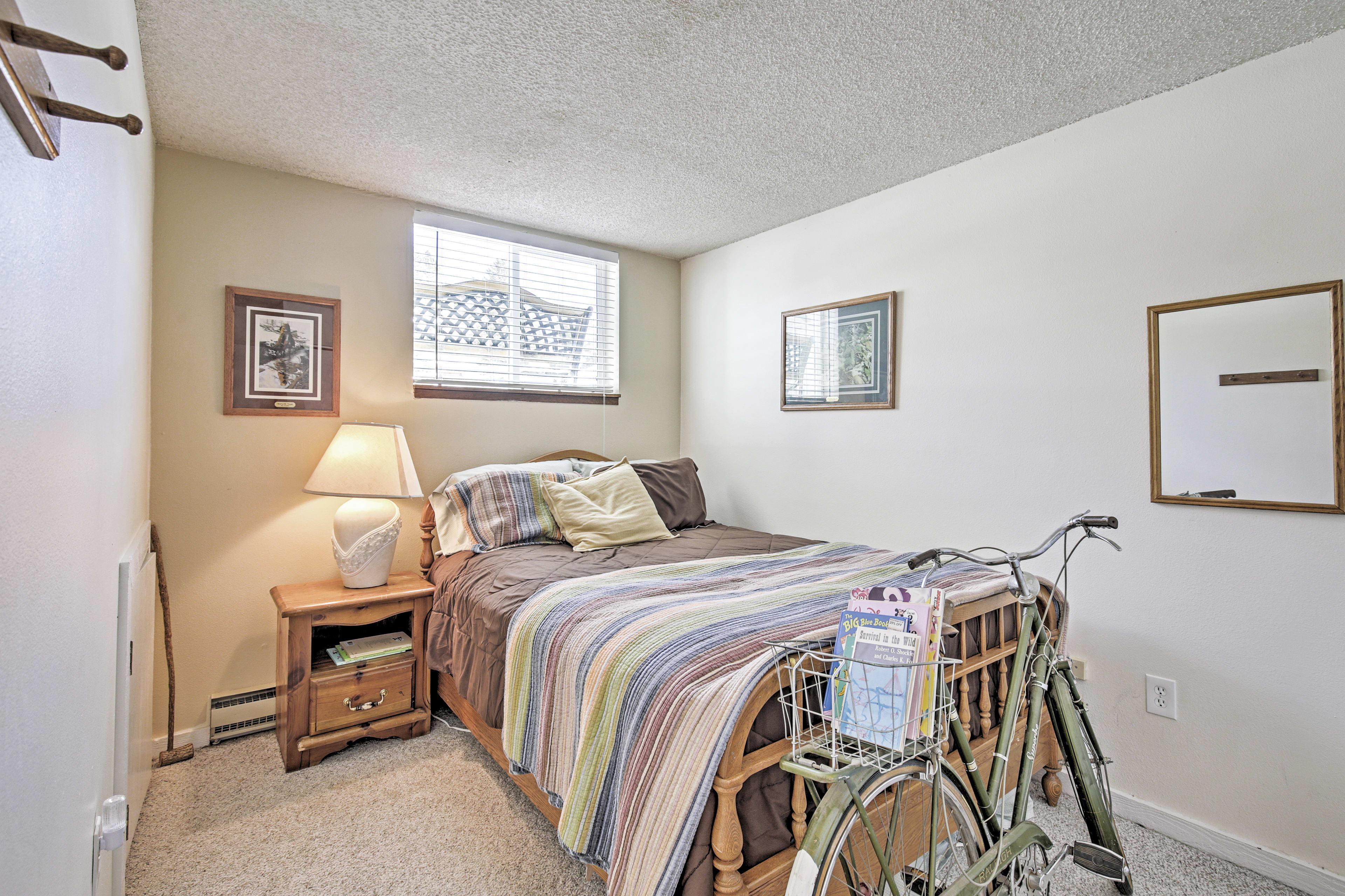 Bedroom 2 | Ground Floor | Queen Bed
